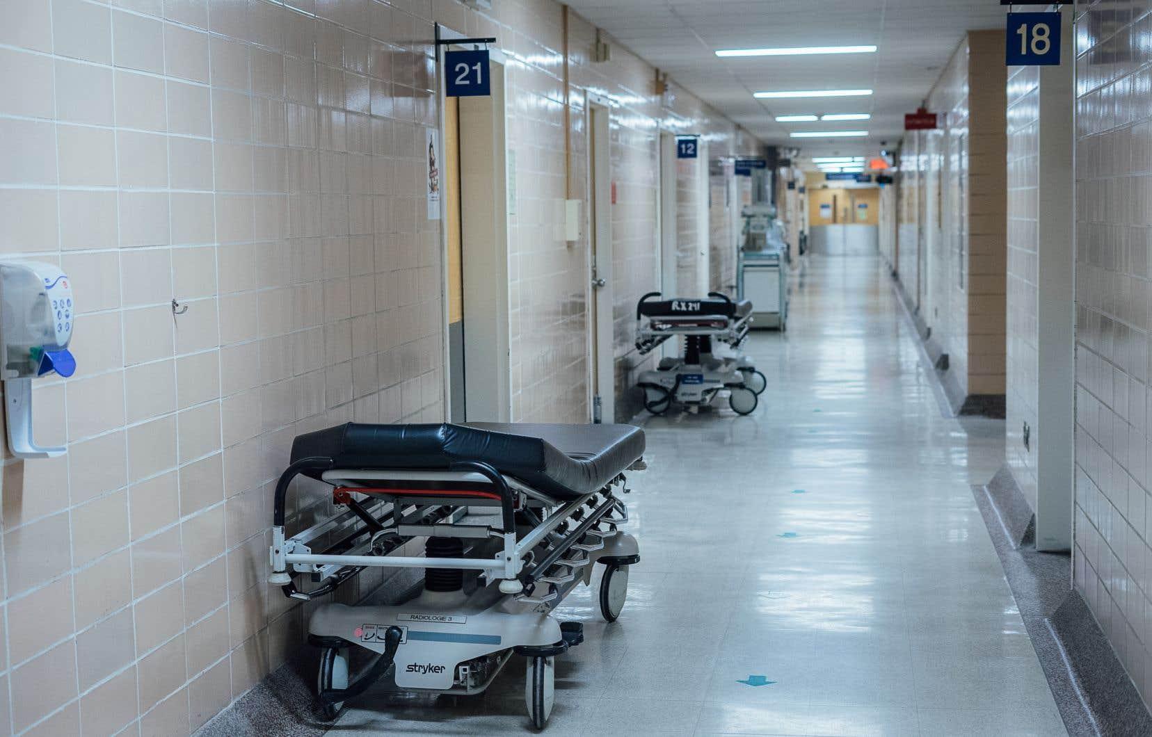 Six voyageurs en provenance de la Chineont été placées aussitôt sous surveillance médicale dans des hôpitaux de Québec et de Montréal pour y effectuer des tests.