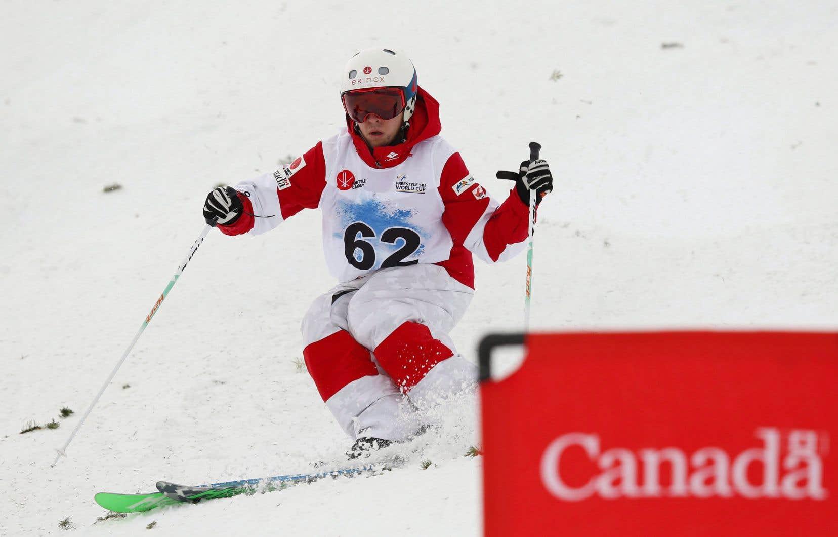 Laurent Dumais lors des qualifications de la coupe du monde de ski acrobatique de Calgary, en 2017.
