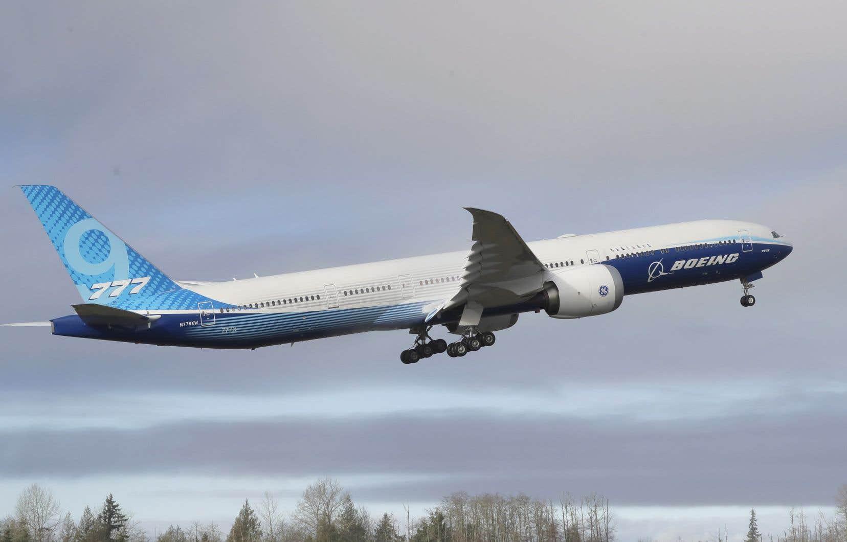Le 777X peut transporter de 384 à 426 passagers.
