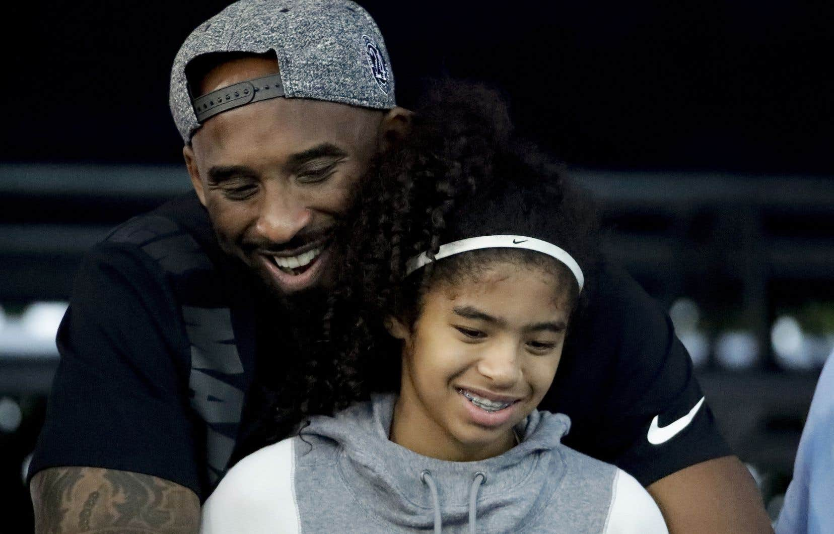 L'ex-joueur vedette des Lakers de Los Angeles Kobe Bryant et sa fille Gianna