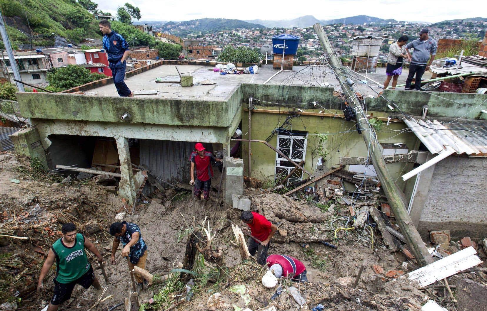 Des inondations font au moins 44 morts au Brésil