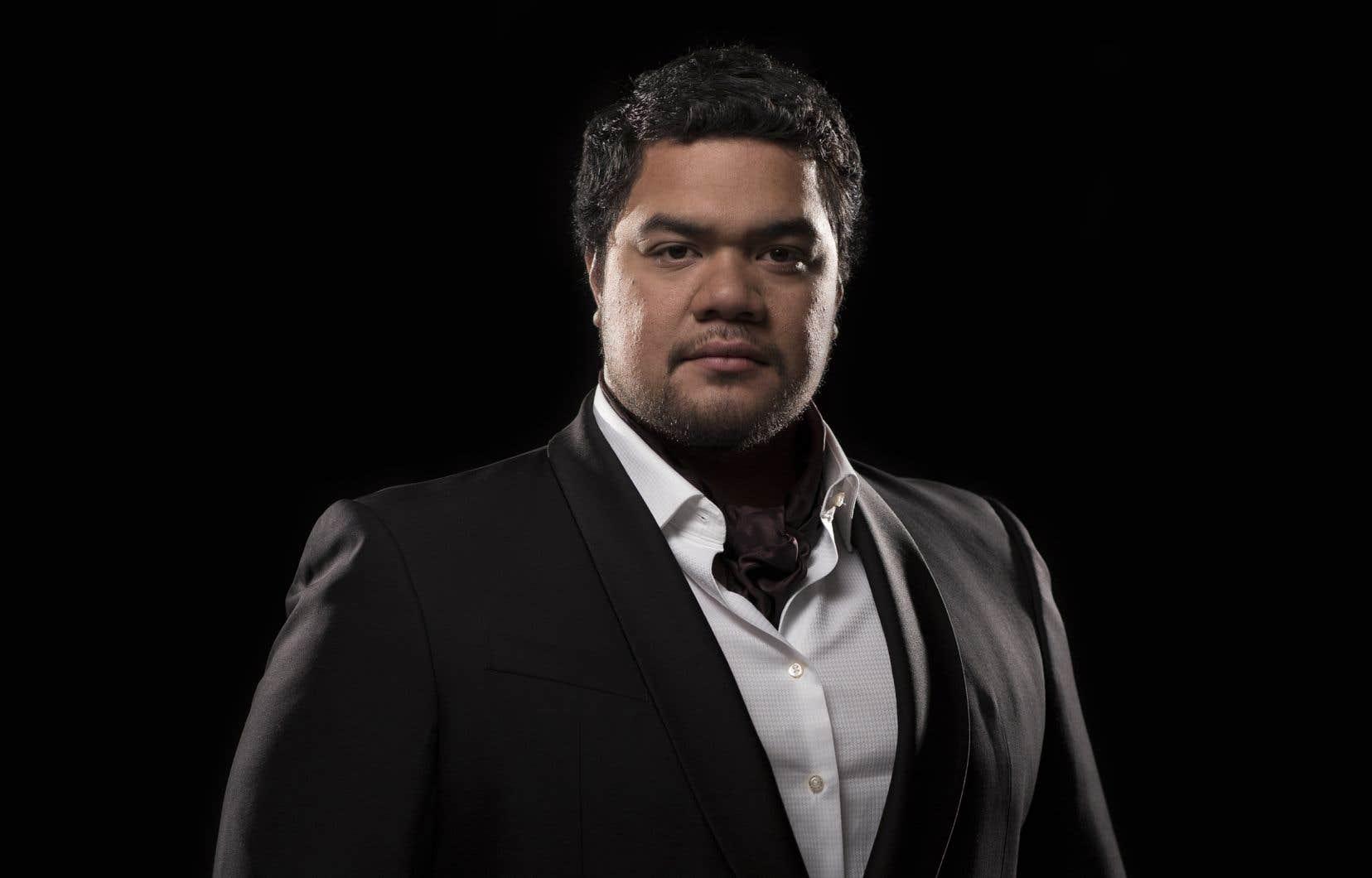 Pene Pati, impressionnant ténor néo-zélandais originaire des îles Samoa, était l'invité de la Société d'art vocal de Montréal pour un récital de mélodies.