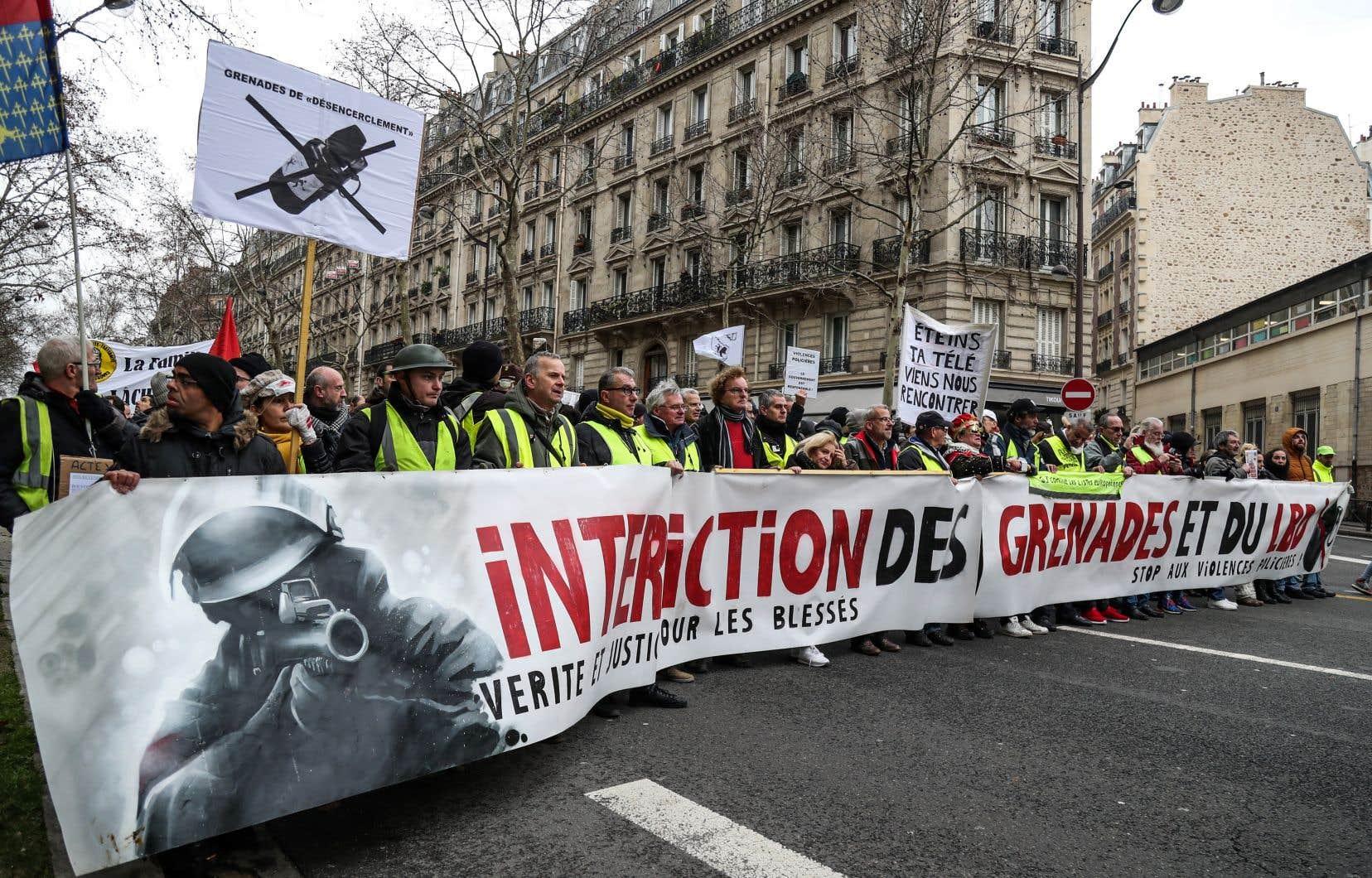 Une grenade controversée retirée de l'arsenal des policiers en France
