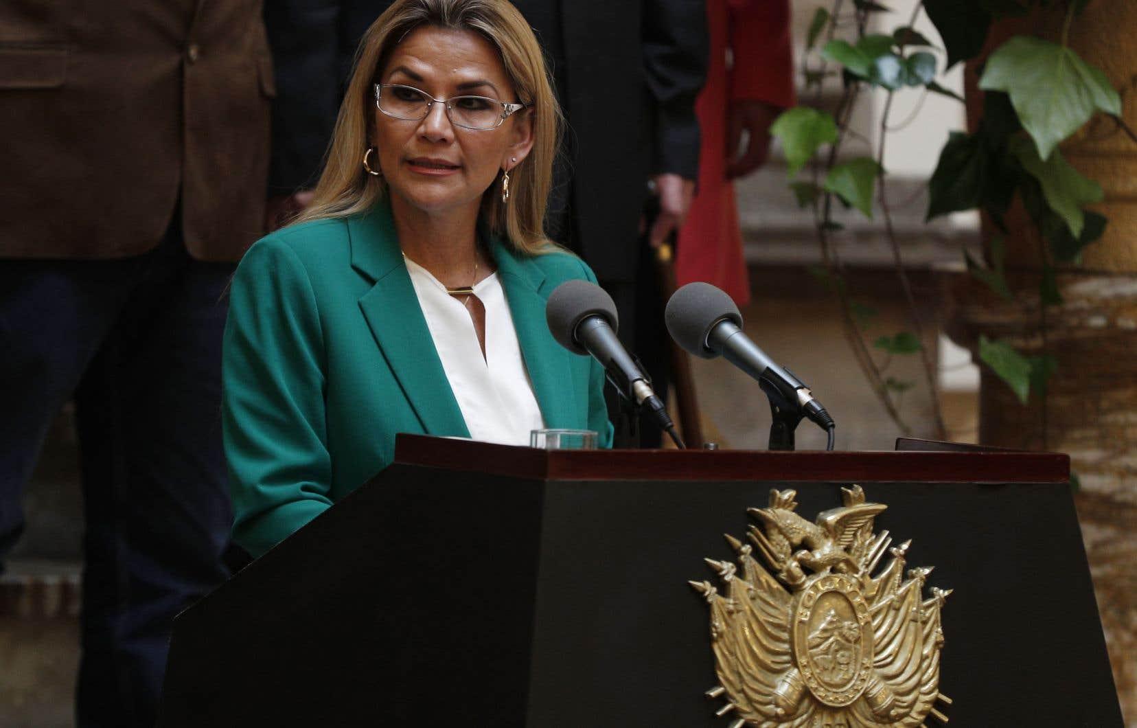 Bolivie: la présidente par intérim demande à son gouvernement de démissionner