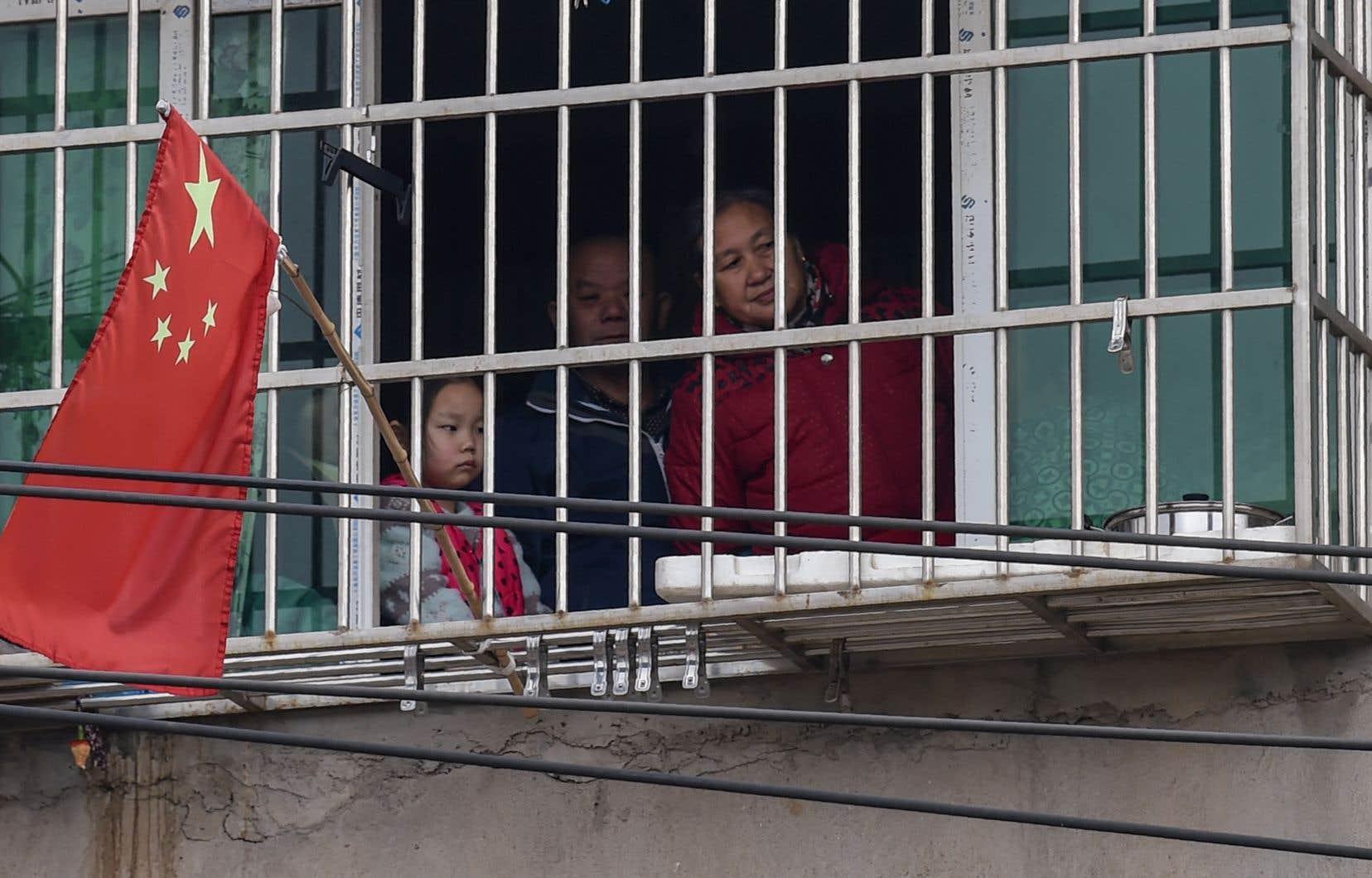 Wuhan et sa région sont placées de facto en quarantaine depuis jeudi afin de prévenir une nouvelle propagation de la maladie. Au total, 56millions de personnes sont coupées du monde.