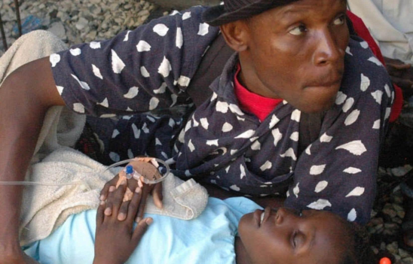 Près de 17 000 personnes ont été hospitalisées depuis le début de l'épidémie.