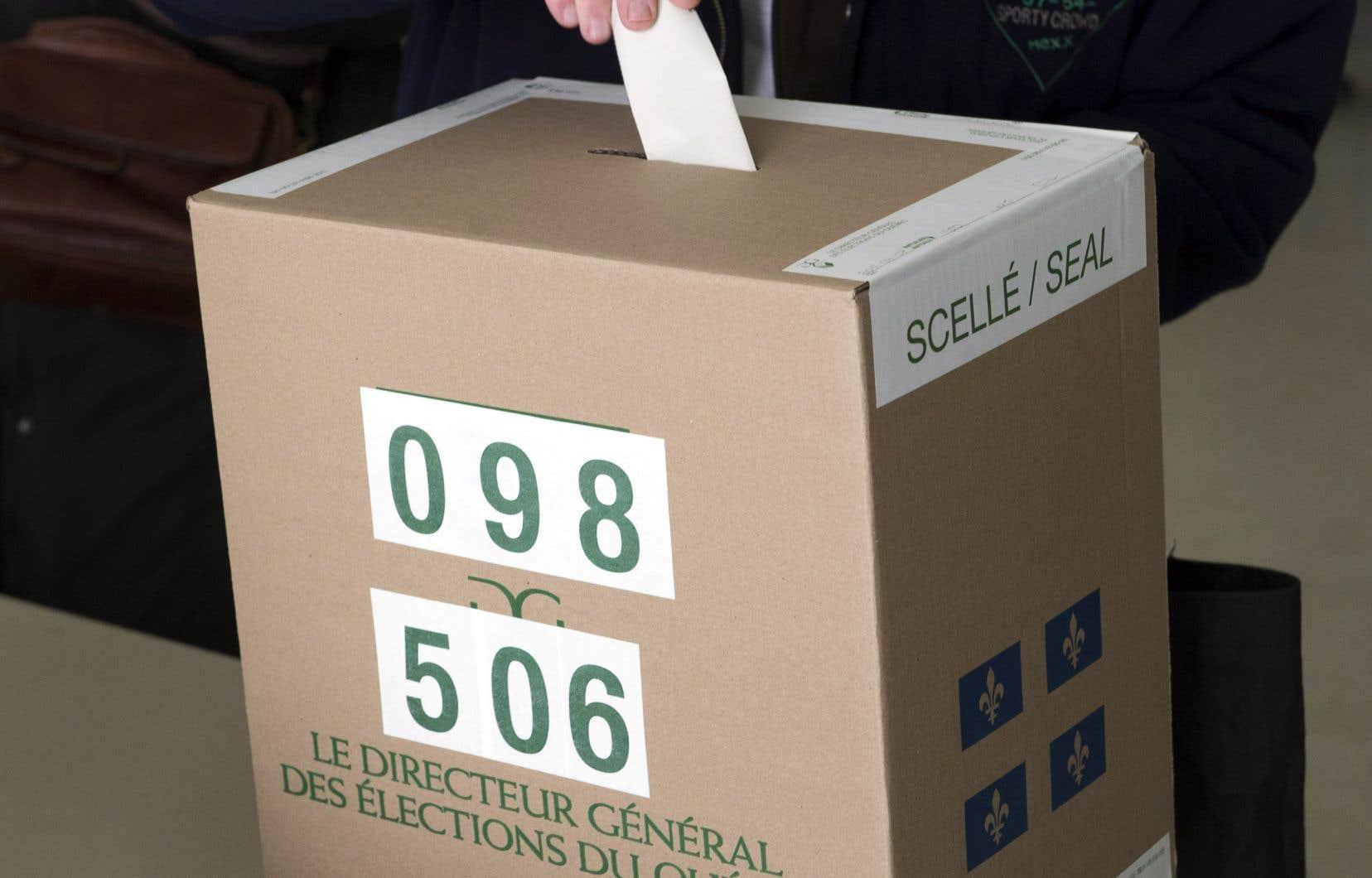 «Une réforme du mode de scrutin ne peut s'appuyer uniquement sur le principe de la représentation proportionnelle du vote», affirment les auteurs.