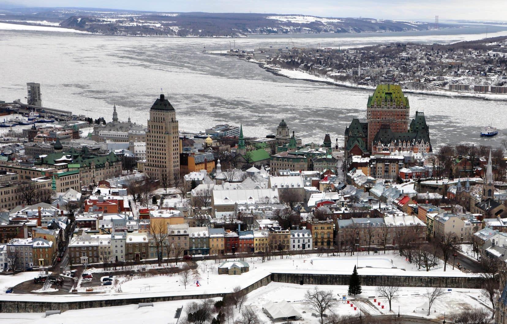 Le nouveau tracérelierait Québec et Lévis à partir de leurs centre-villes respectifs plutôt que de passer par l'Est.
