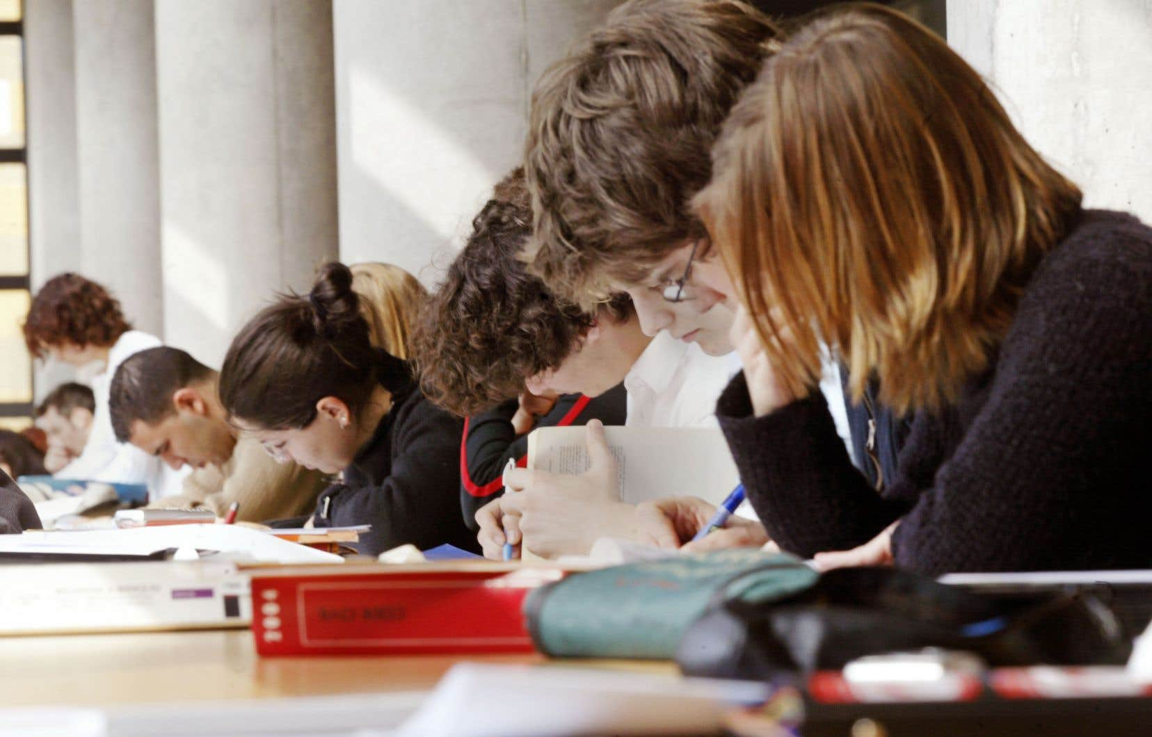 «Cette proposition manifeste de ressac confirme l'utilité des luttes des groupes marginalisés pour une représentation, un poids, une importance dans le système d'éducation néolibéral», soutiennent les auteurs.