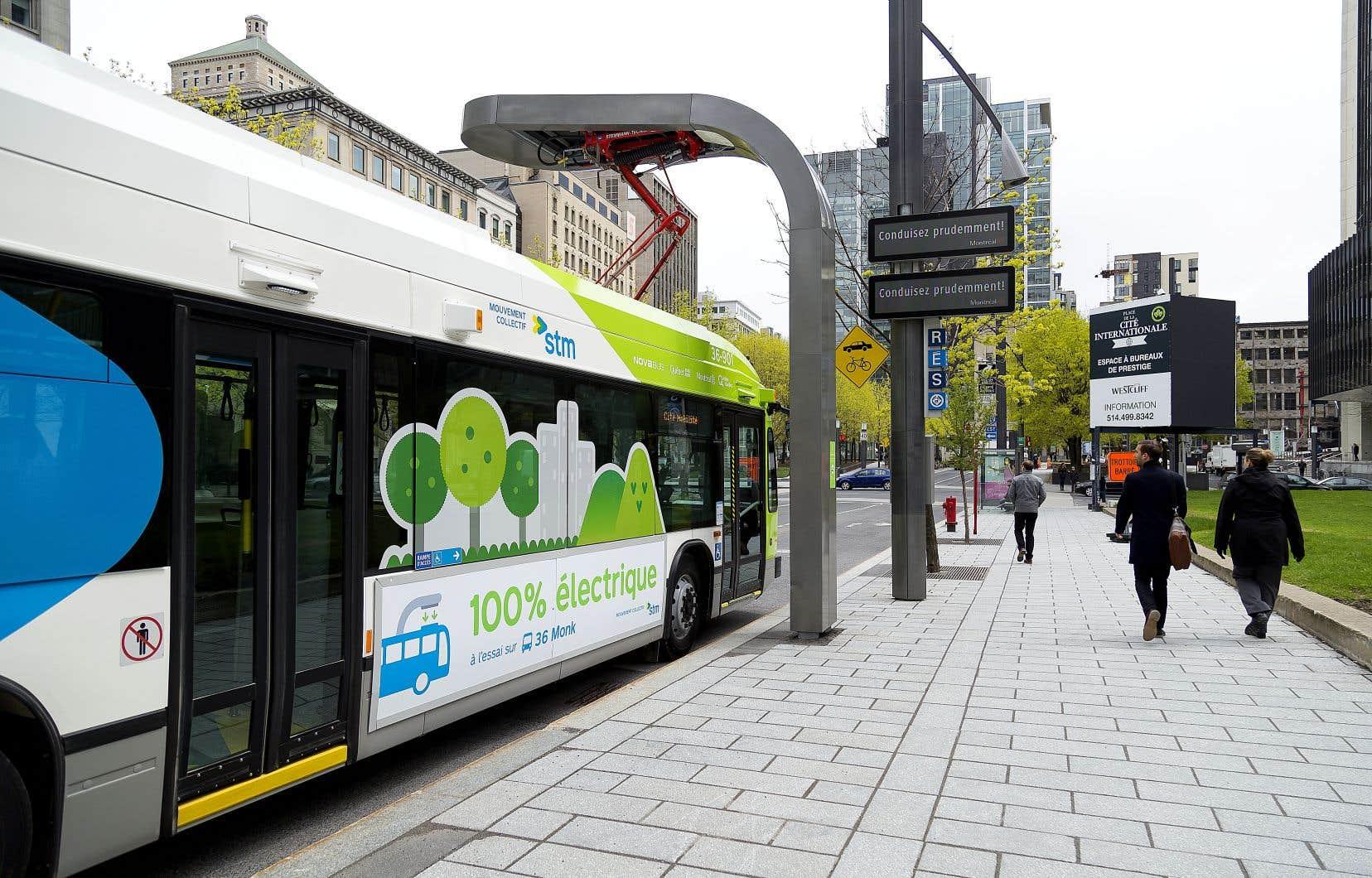 Le gouvernement Legault prévoit investir dans l'électrification des transports collectifs.