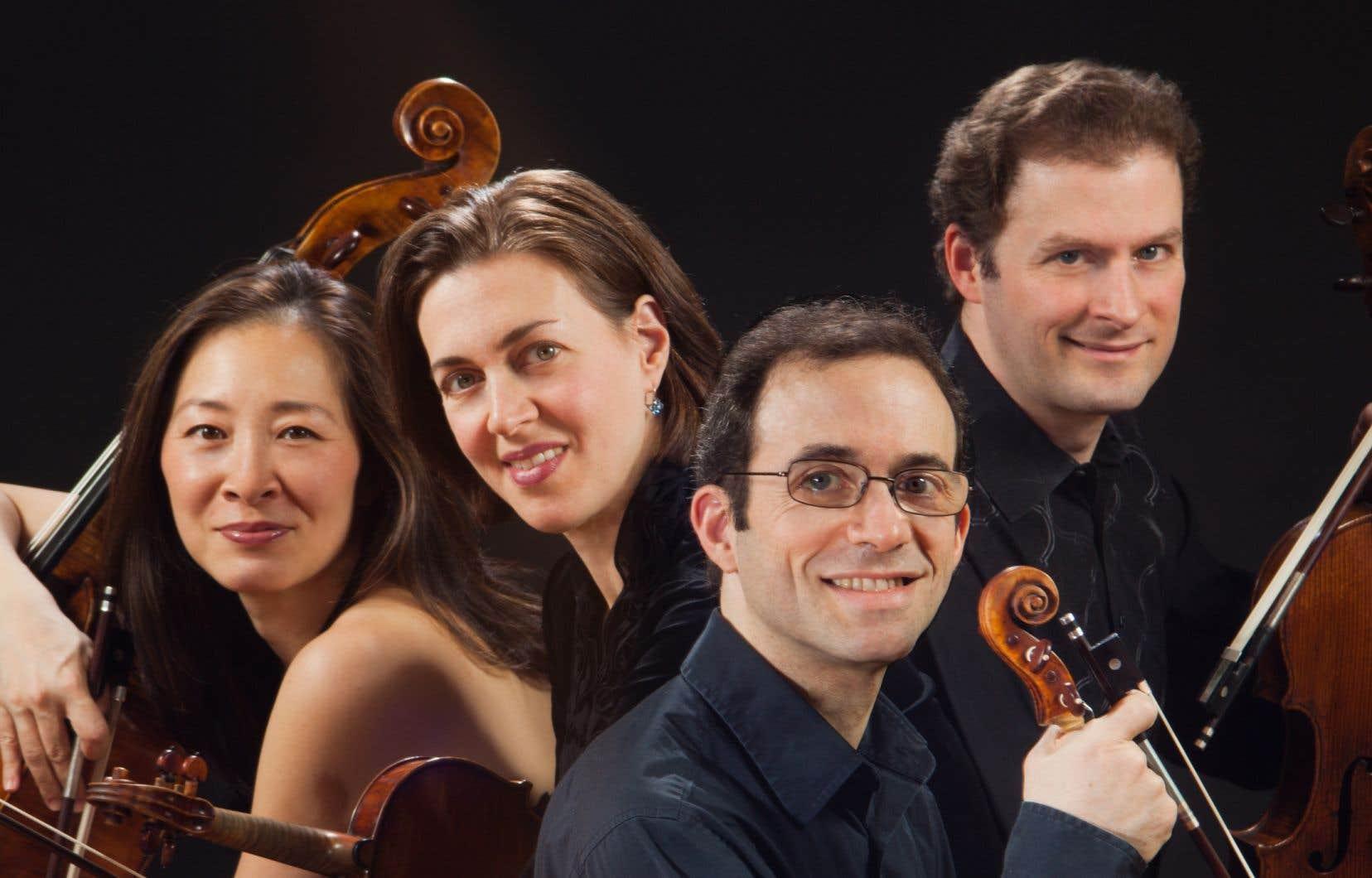 La violoncelliste Nina Lee (à gauche) est un atout capital du Quatuor Brentano, car elle est le contrepoids capital, en énergie, chaleur et couleur, au 1er violon Mark Steinberg (deuxième à droite).