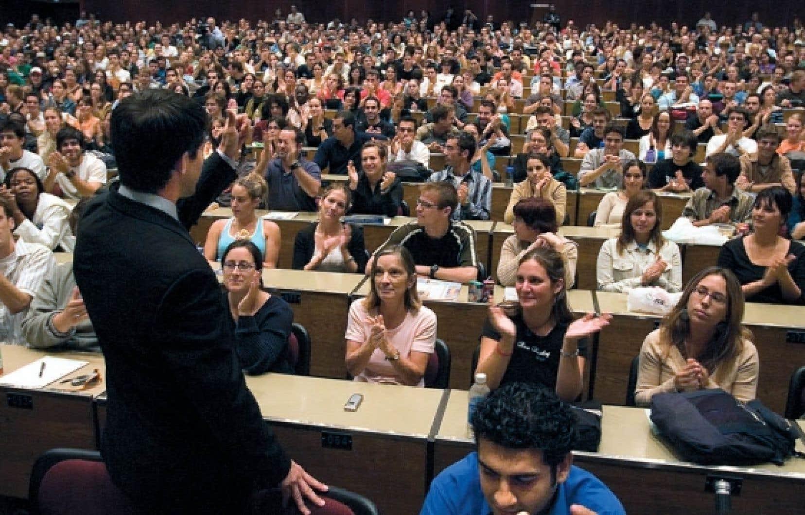 Le quart des étudiants travaillent plus de 20 heures par semaine.<br />