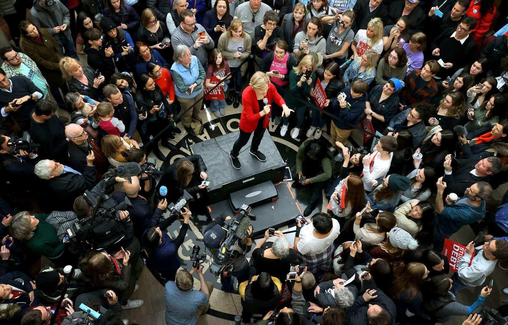 La candidate Elizabeth Warren s'est adressée à ses partisans réunis sur le campus de l'Université Simpson, à Indianola, dimanche.
