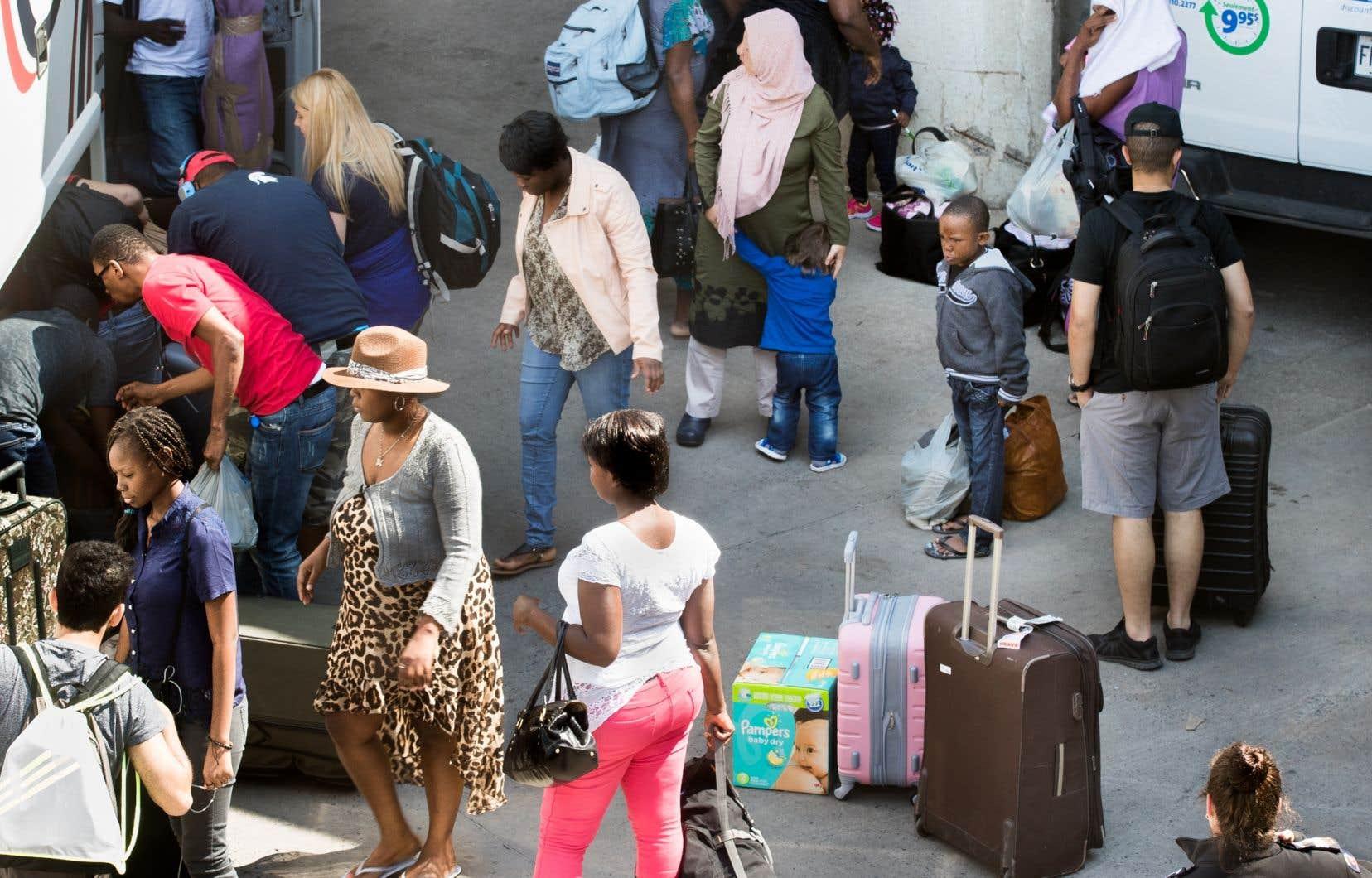 Une analyse antérieure interne du gouvernement sur les postes frontaliers a révélé que beaucoup de gens à la frontière détiennent des visas américains, les obtenant parfois expressément pour se rendre au Canada pour demander le statut de réfugié.