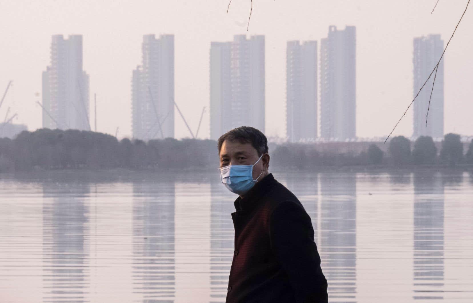 Le nouveau coronavirus a jusqu'à présent tué 425 personnes en Chine et deux autres à Hong Kong et aux Philippines.