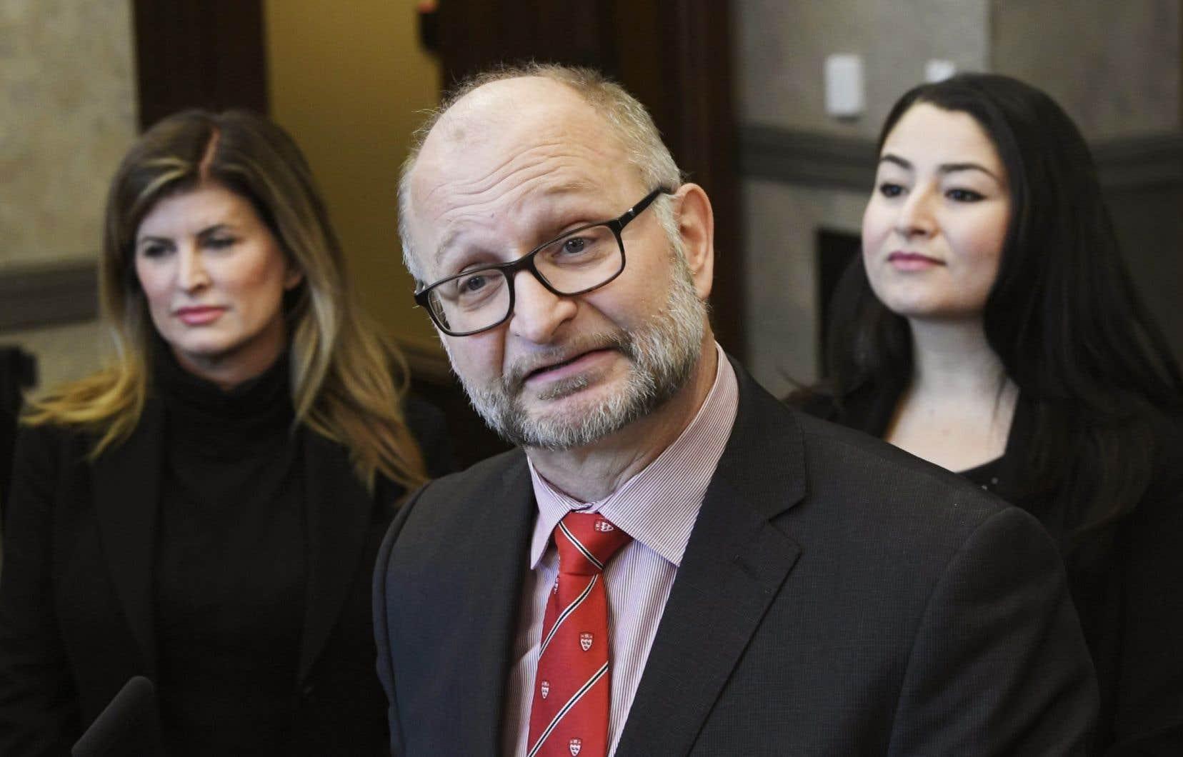 Rona Ambrose a fait le voyage jusqu'à Ottawa pour être aux côtés du ministre de la Justice, David Lamettiet sommer tous les députés et sénateurs d'adopter cette seconde version de son propre projet de loi privé C-337.