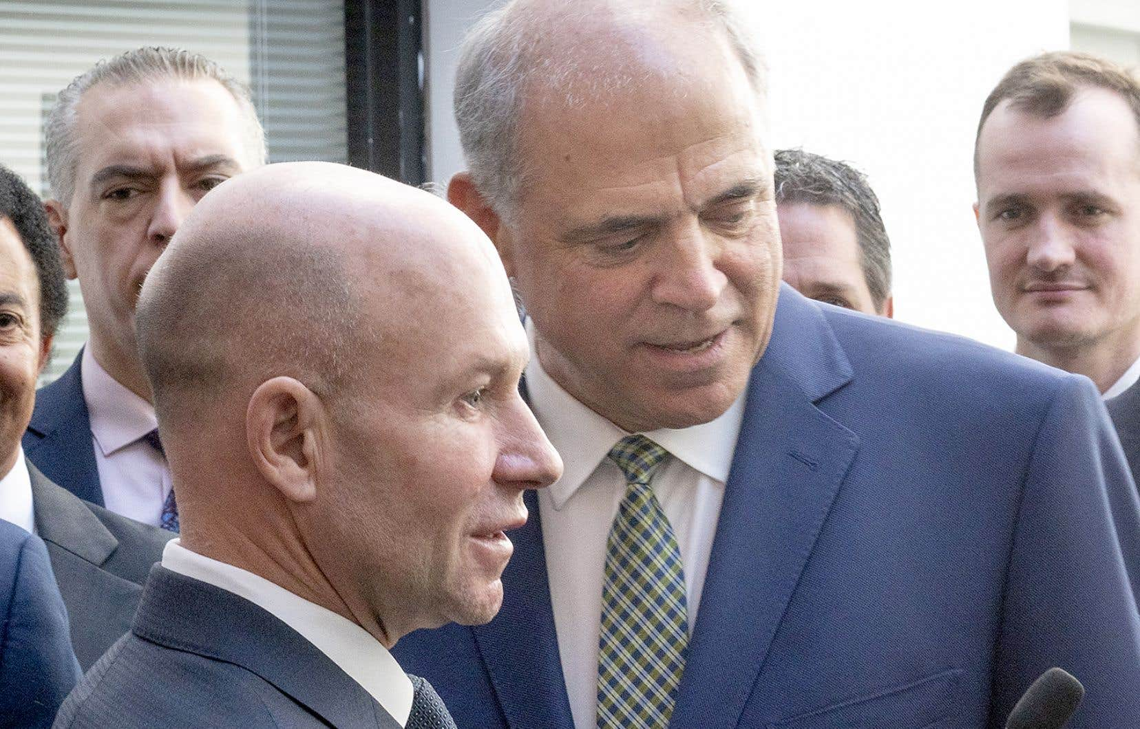 Le président et chef de la direction de Bombardier, Alain Bellemare, en compagnie du ministre de l'Économie, Pierre Fitzgibbon