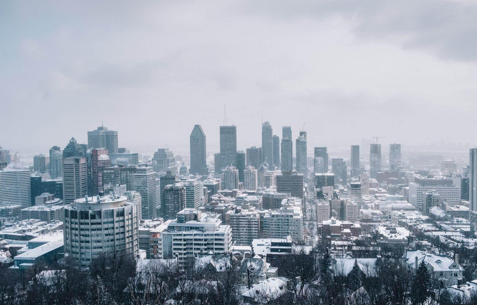 <p>Les précipitations reprendront de la vigueur durant la nuit de vendredi et seront fortes jusqu'en fin de journée. Environnement Canada attend vendredi de 15 à 20 centimètres de neige.</p>