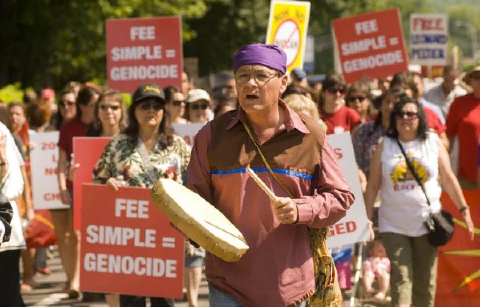 Pour les Amérindiens, la signature ne vient pas régler les problèmes.<br />