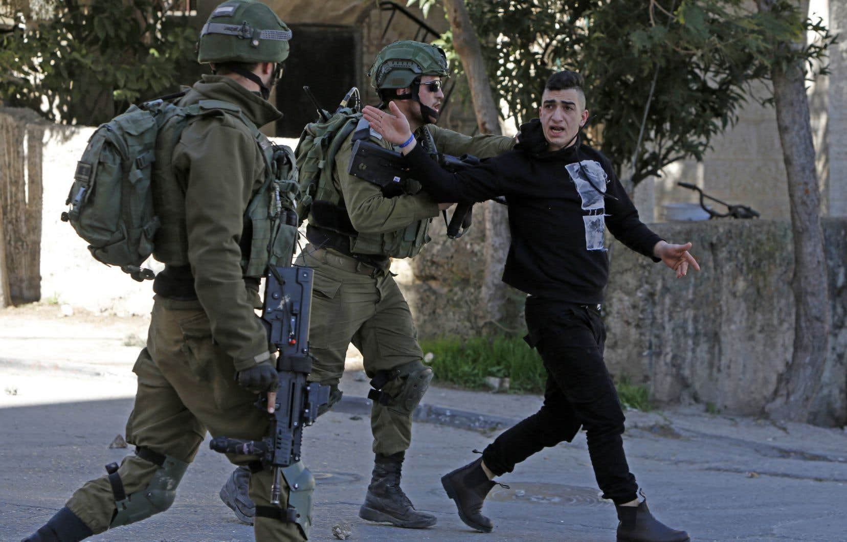 Des militaires israéliens ont arrêté un Palestinien, à Bethléem, au cours de leurs recherches du suspect de l'attaque à la voiture-bélier.