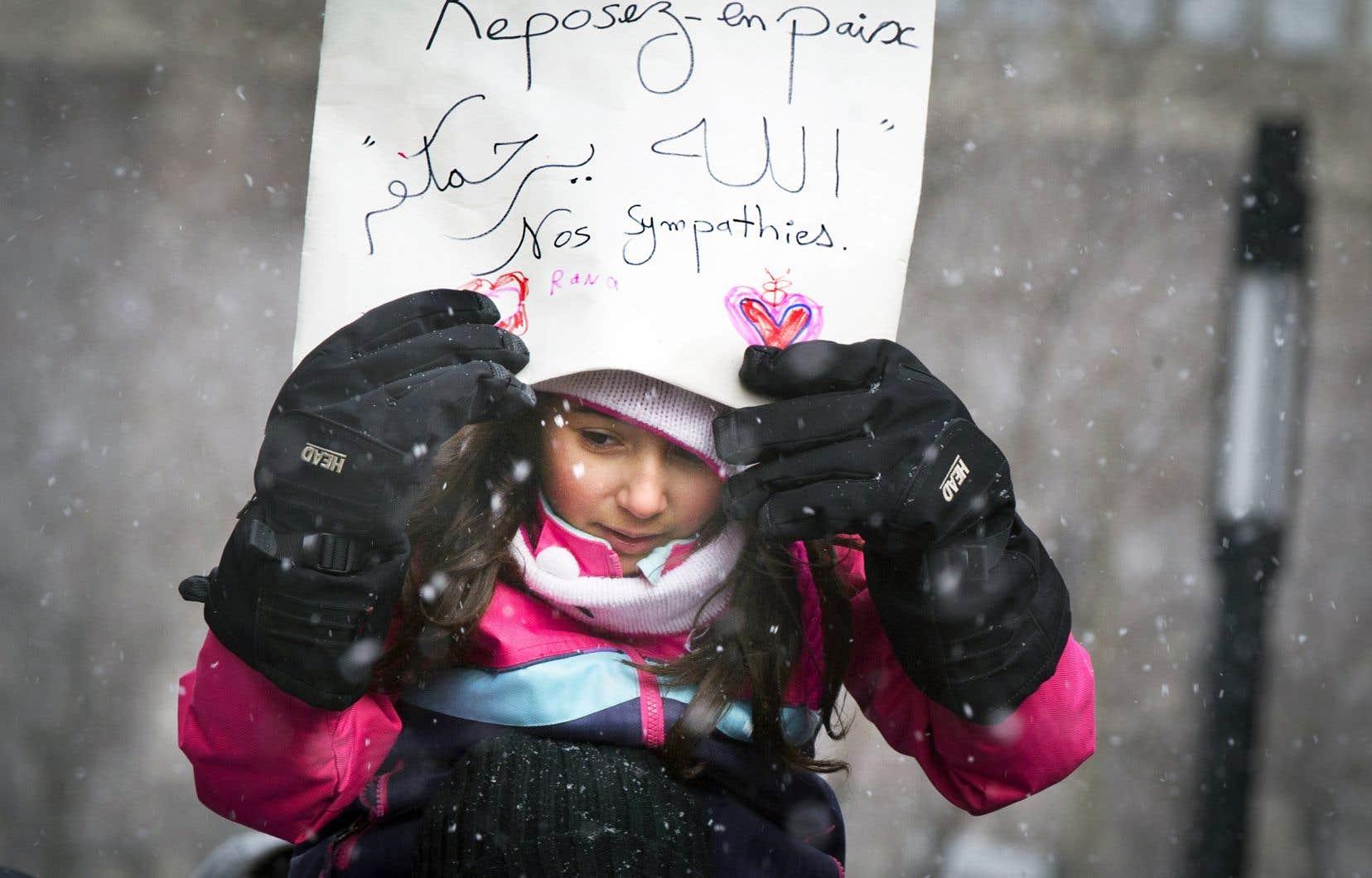 Un mot de bienveillance, porté par une petite musulmane, lors des funérailles des victimes de l'attentat de la grande mosquée de Québec, à l'aréna Maurice-Richard de Montréal. Chaque intention humaniste, même mentalement, annule un peu de haine et d'intolérance.
