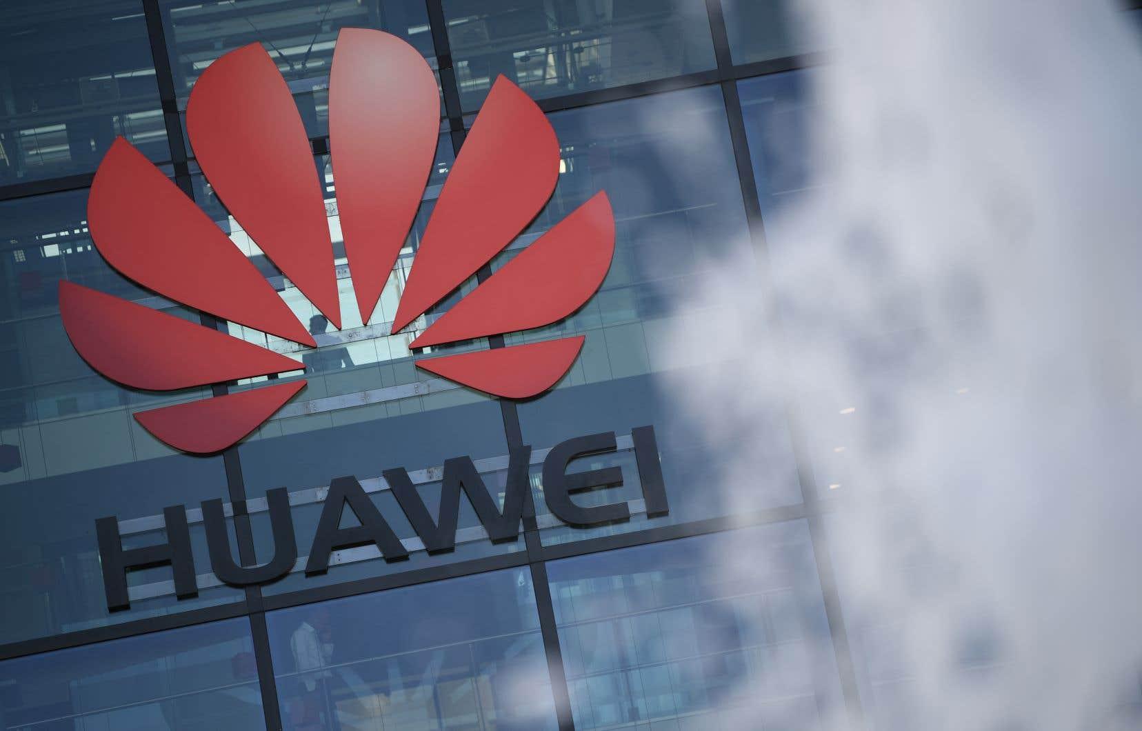 Le secrétaire américain à la Justice, William Barr, a suggéré jeudi que son pays prenne le contrôle des équipementiers de télécommunications européens Nokia et Ericsson pour bloquer l'avancée de Huawei sur l'autoroute du 5G.