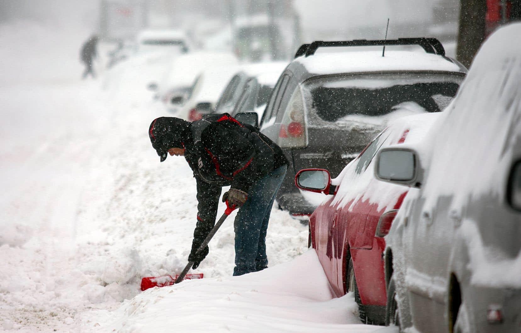 À Montréal, la cinquième opération de chargement complet de la neige débutera samedi matin, à 7h.