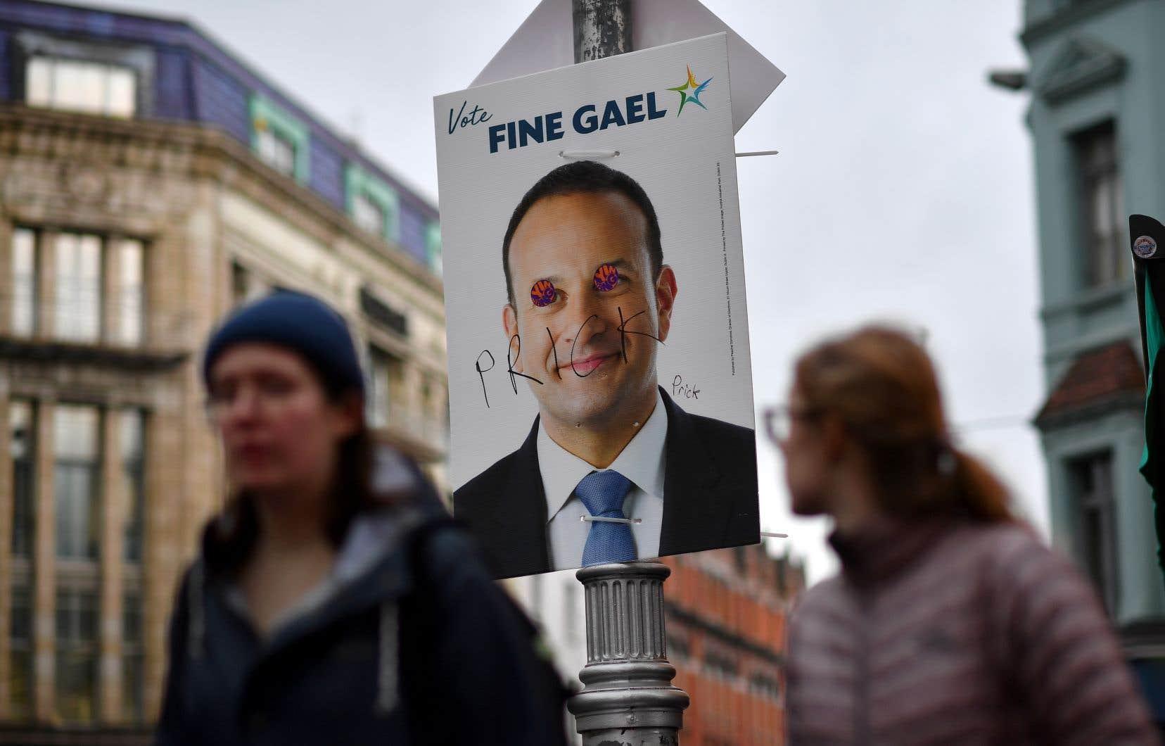 Une affiche du Fine Gael qui représente le chef Leo Varadkar, en difficulté dans les sondages.