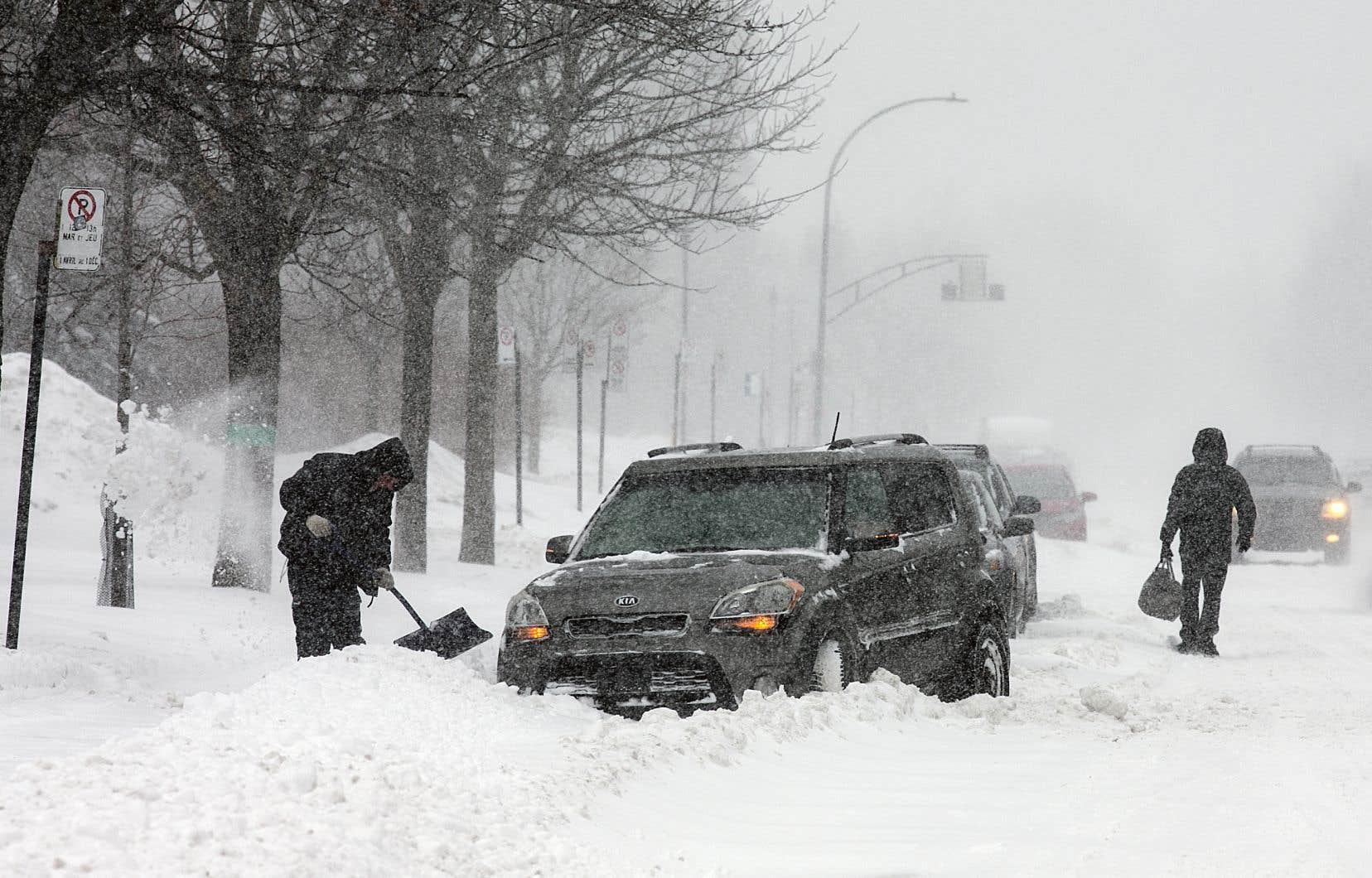 <p>En milieu de soirée vendredi, Environnement Canadaa rapporté que de 30 à 40cm étaient tombés sur Montréal et la Montérégie.</p>