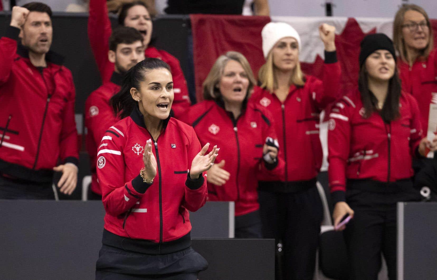 La capitaine de l'équipe canadienne, Heidi El Tabakh pendant le match deLeylah Annie Fernandez.