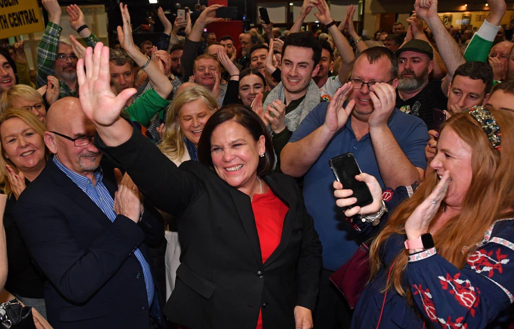 «Je veux que nous ayons un gouvernement pour le peuple», a déclaré la cheffe du Sinn Fein, Mary Lou McDonald, «un gouvernement sans Finna Fail et Fine Gael».