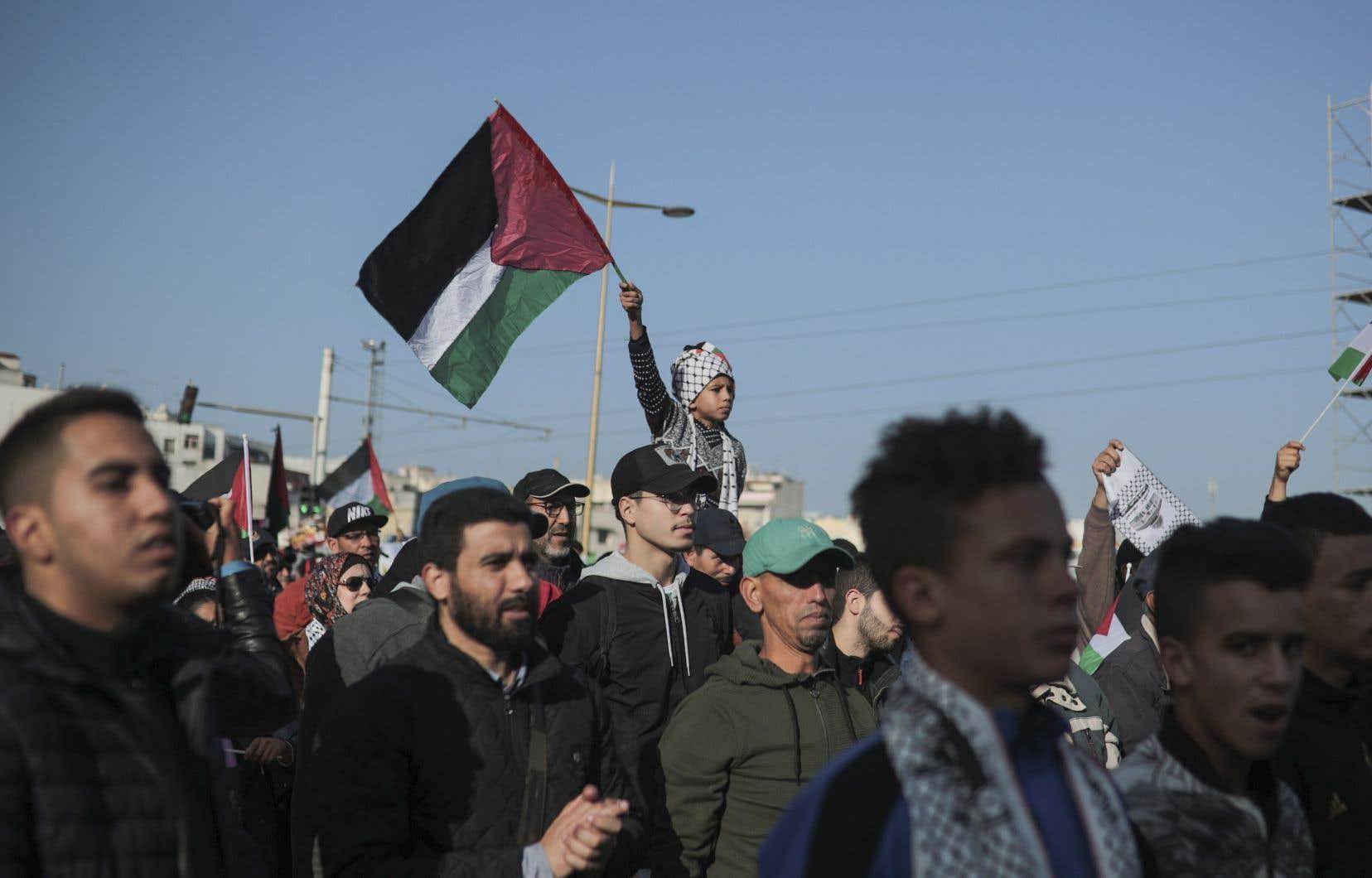 Brandissant des drapeaux palestiniens, les manifestants ont défilé dans le centre de la capitale aux cris de «Vive la Palestine».