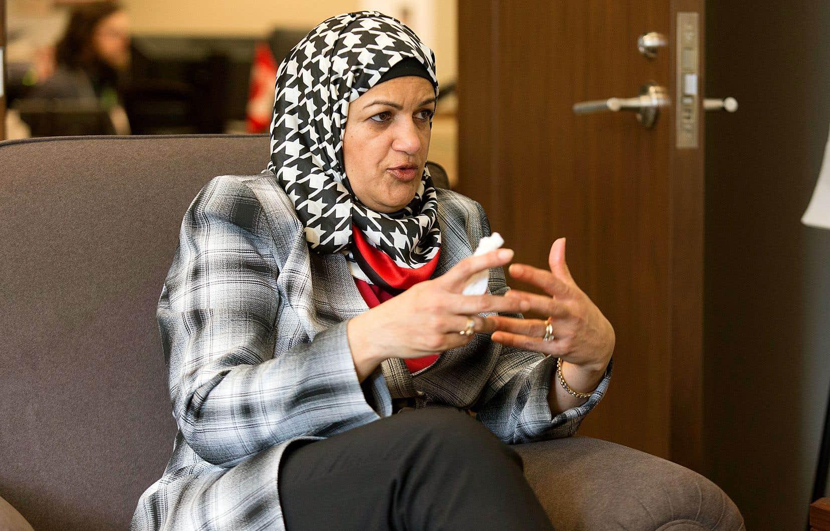 Née en Grande-Bretagne, Salma Zahid a grandi au Pakistan et a étudié à Londres en administration scolaire avant d'émigrer au Canada avec son mari en 1999.