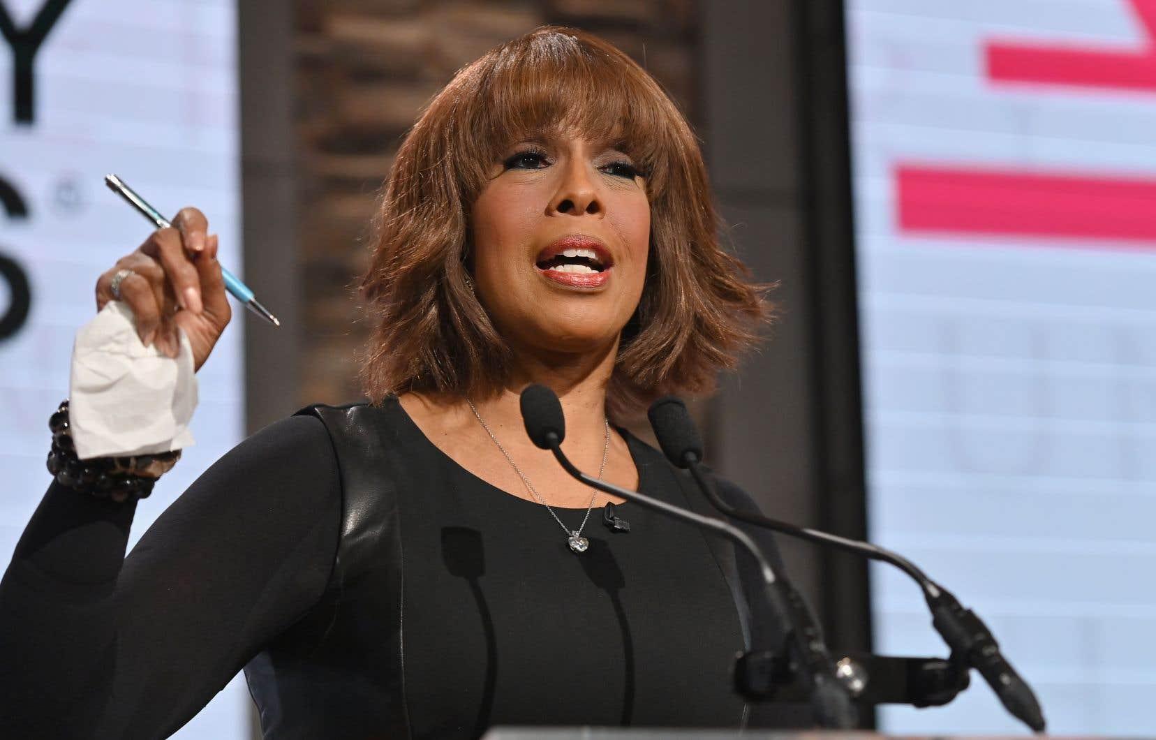 La chaîne américaine CBS a dénoncé dimanche les insultes et les menaces proférées contre la célèbre journaliste Gayle King .