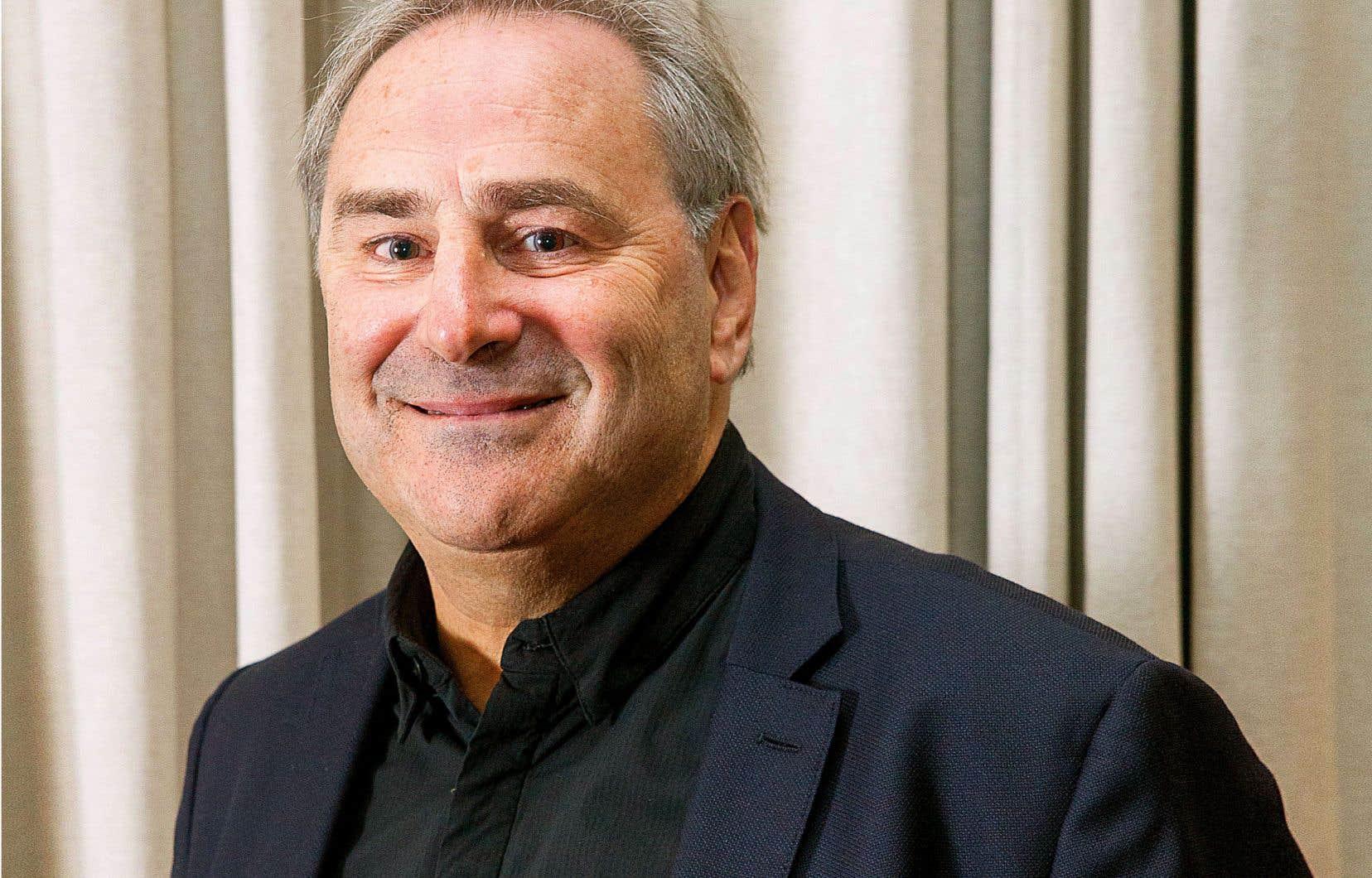 Ancien président de l'ADISQ, Jacques Primeau a aussi été président et vice-président du conseil du Partenariat du Quartier des spectacles (PQDS).