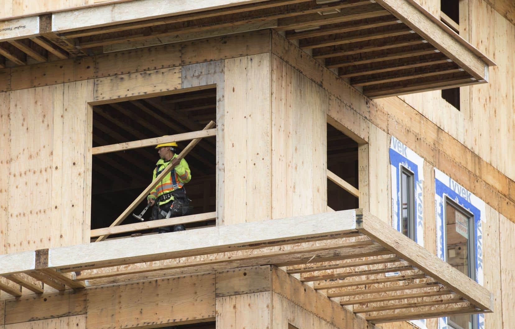 Selon la SCHL, le rythme annualisé des mises en chantier dans les centres urbains a augmenté de 9,8% en janvier pour s'établir à 202407 unités.