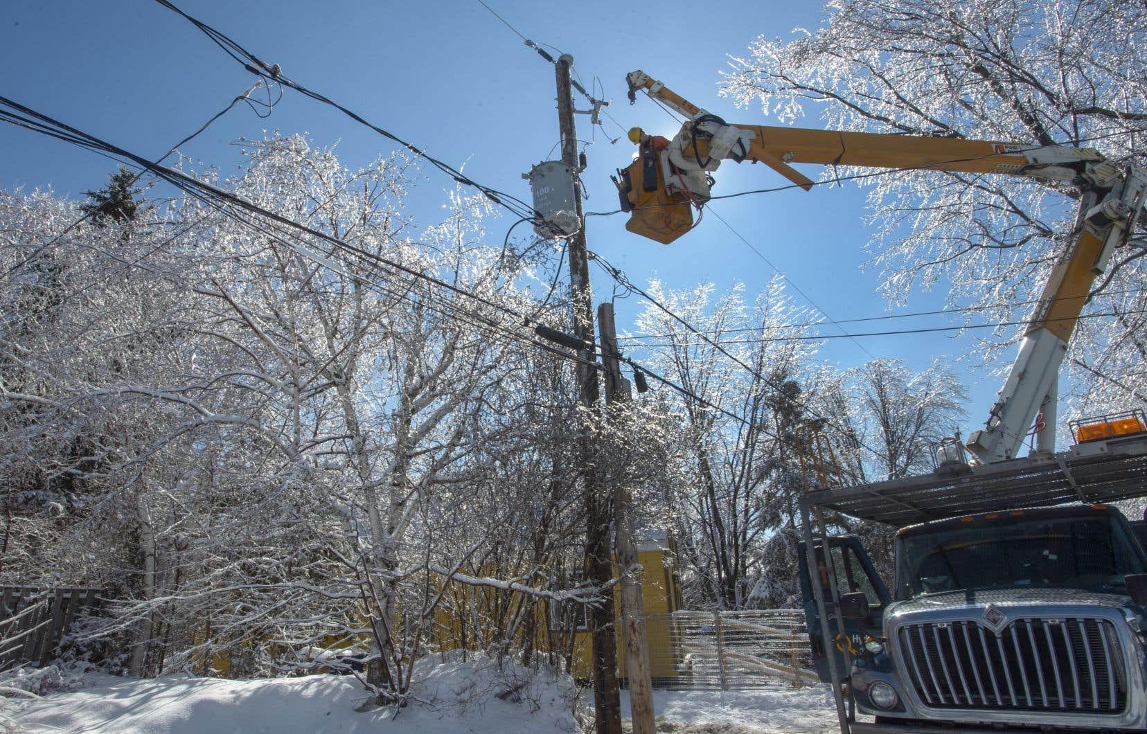 En avril dernier, le verglas avait plongé dans le noir des centaines de milliers de clients d'Hydro-Québec.