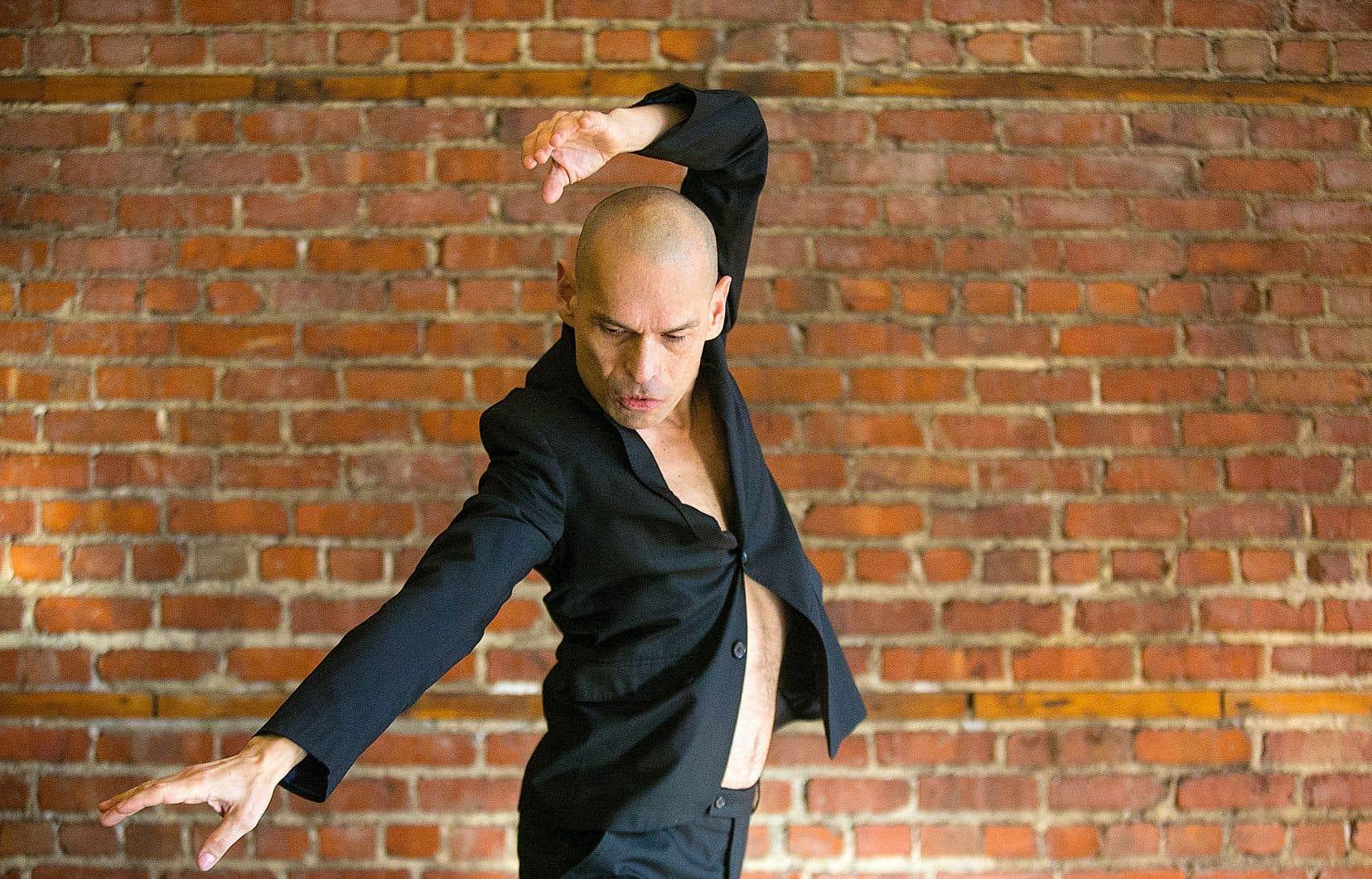 En voulant danser une phrase, une idée ou un mot, on s'aperçoit que le côté technique devient accessoire, explique José Navas. «Le défi principal, c'est de trouver une façon de donner cette idée d'ondulation, d'abandon, de tristesse, de suicide, etc. On se regarde moins de l'extérieur pour se demander si on danse bien, si nos lignes sont propres; tout ça devient secondaire.»