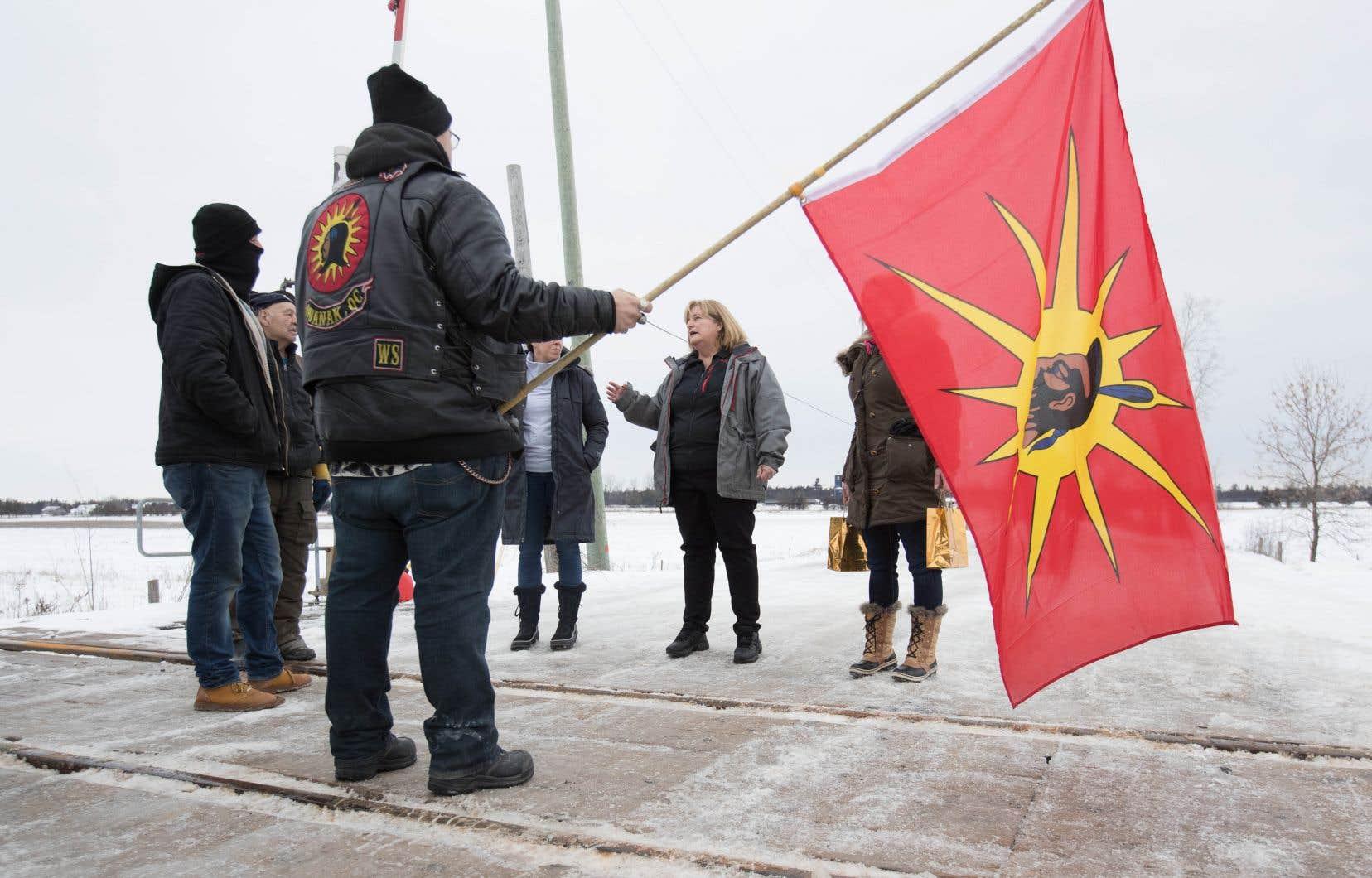 La voie ferrée est bloquée depuis plusieurs jours près de Belleville, en Ontario, par des manifestants opposés au projet de gazoduc Coastal GasLink.