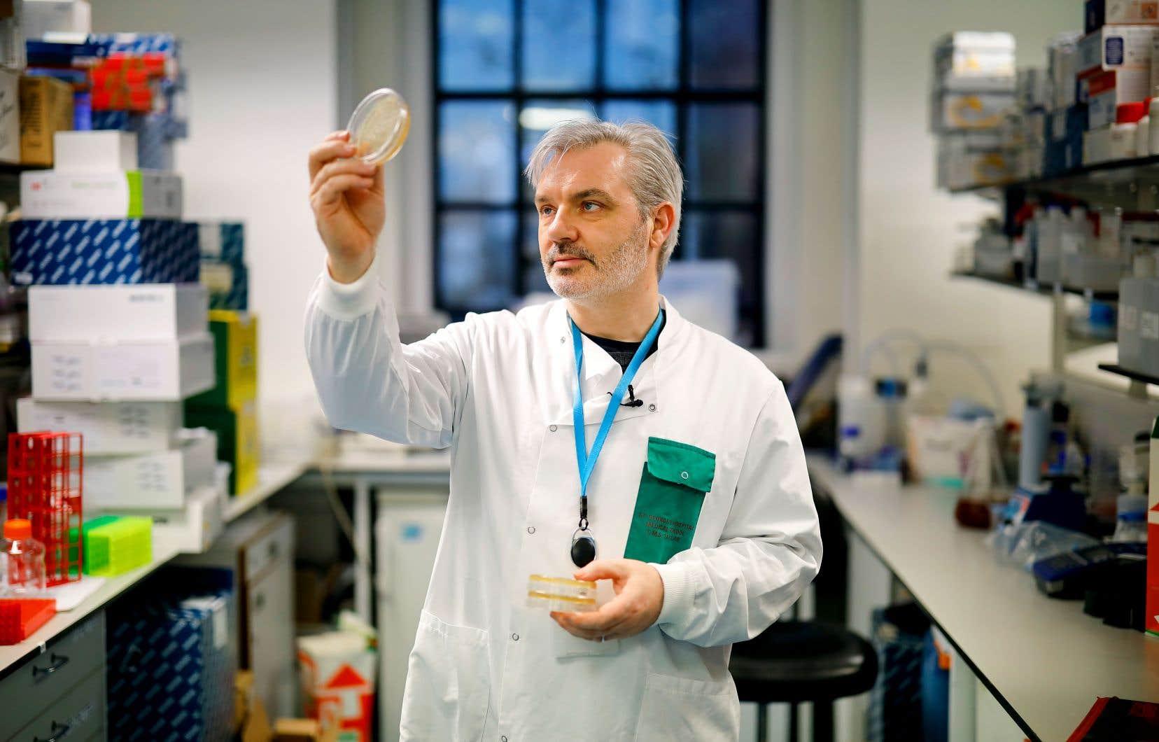 Mardi, des chercheurs de l'Imperial College, à Londres, annonçaient avoir commencé à tester un vaccin de leur cru sur des souris. L'équipe dirigée par le Dr Paul McKay (sur notre photo) espère être en mesure de savoir au cours des prochaines semaines si ce vaccin induit la formation d'anticorps contre le COVID-19.