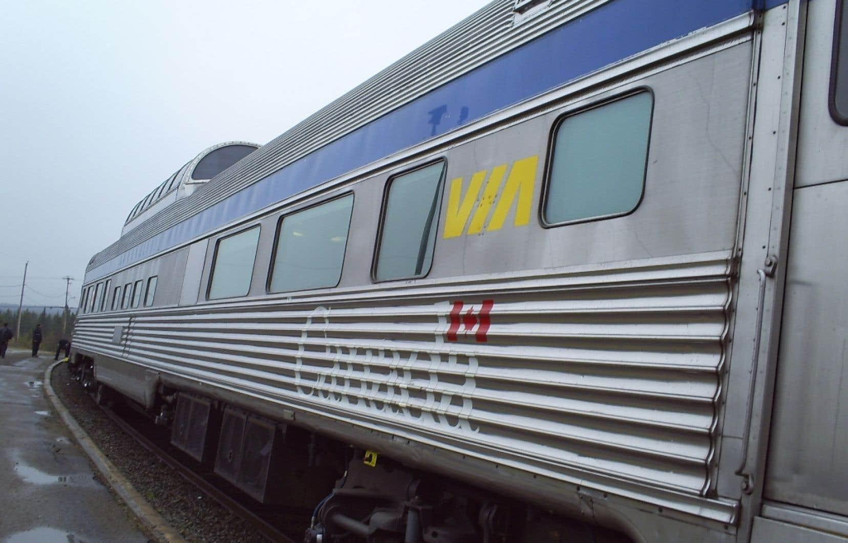 Le service de train de VIA Rail entre Montréal et Toronto et entre Ottawa et Toronto est encore interrompu dans les deux directions mercredi.