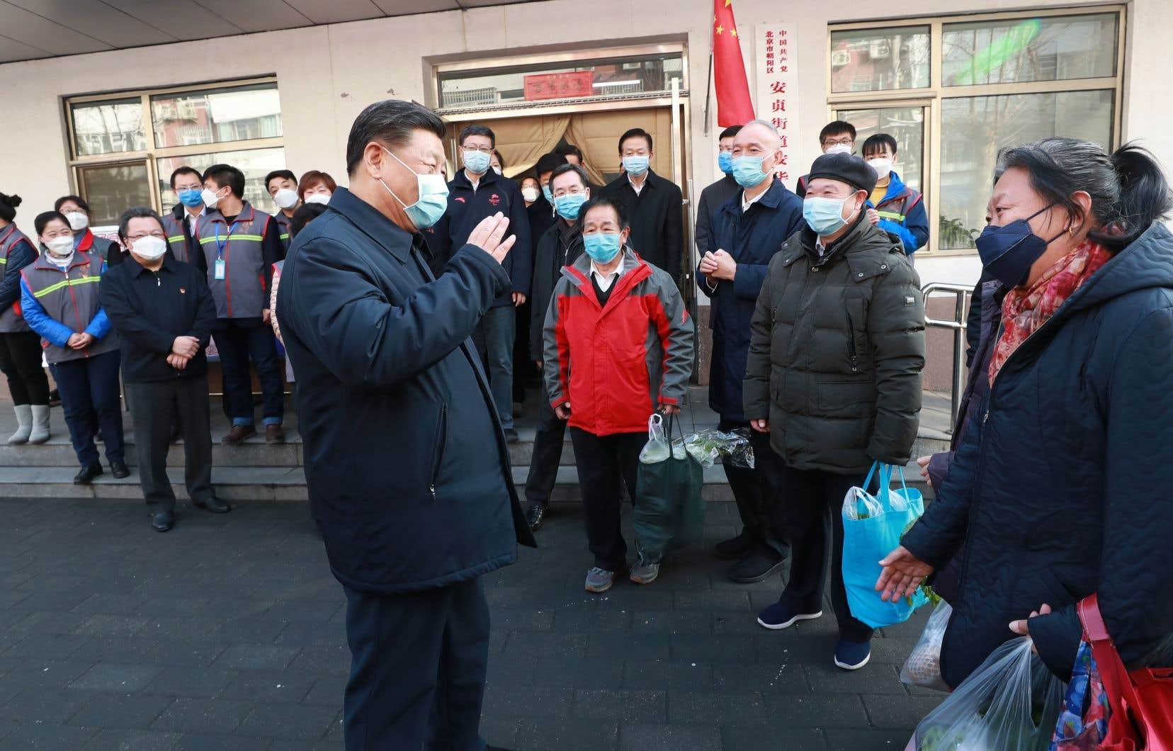 «Par un travail acharné, l'épidémie connaît une évolution positive et le travail de contrôle et de prévention est parvenu à des résultats positifs. Cela n'a pas été facile», a remarqué le président chinois, Xi Jinping.