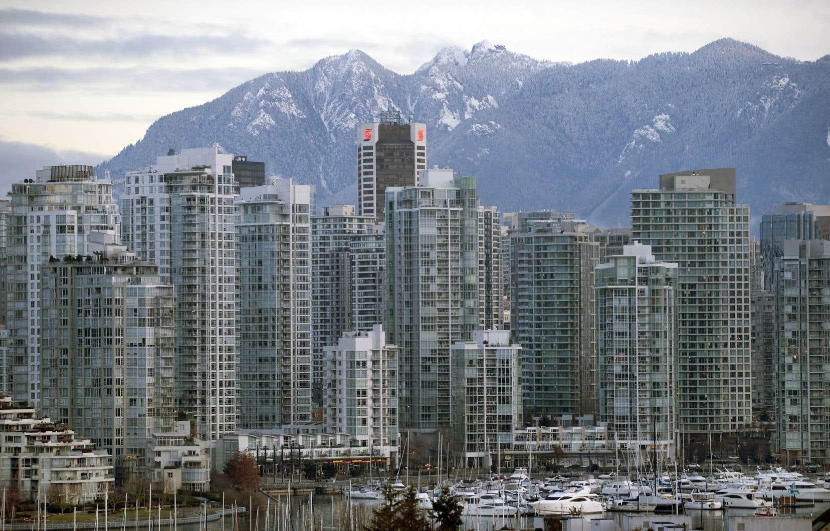 Le prix des logements commence à être élevé dans les grandes villes canadiennes comme Vancouver, mais il reste encore aujourd'hui inférieur à celui de bien d'autres métropoles, comme Londres, New York et Paris.