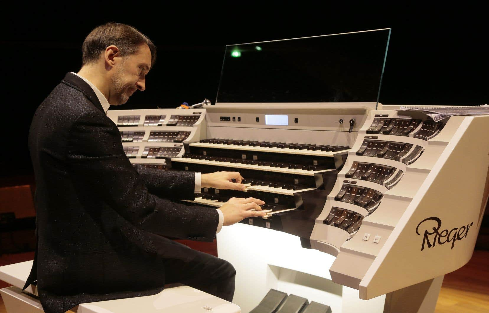 Olivier Latry a inauguré le grand orgue de la Philharmonie de Paris le 6 février 2016.