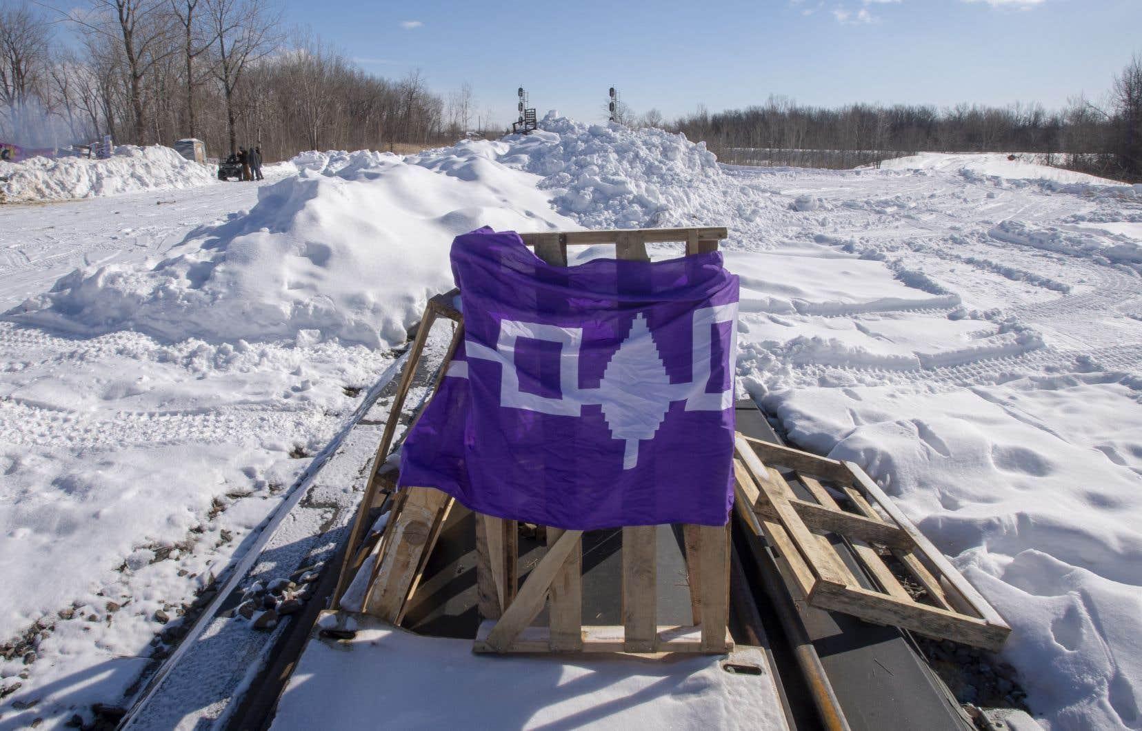 Les manifestants soutiennent les chefs héréditaires de la nation Wet'suwet'en, qui s'opposent au projet de gazoduc Coastal Gaslink en Colombie-Britannique.