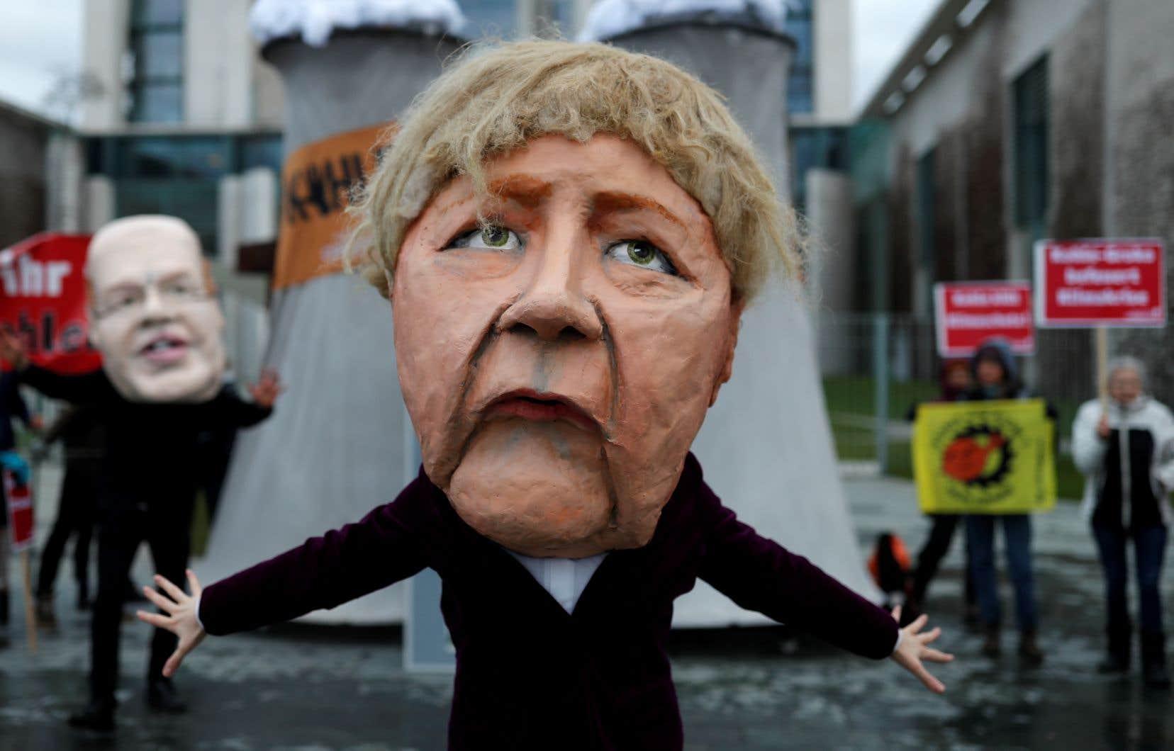 Combien de temps Angela Merkel pourra-t-elle maintenir le couvercle sur le chaudron politique allemand? C'est la question que tous se posent à Berlin.