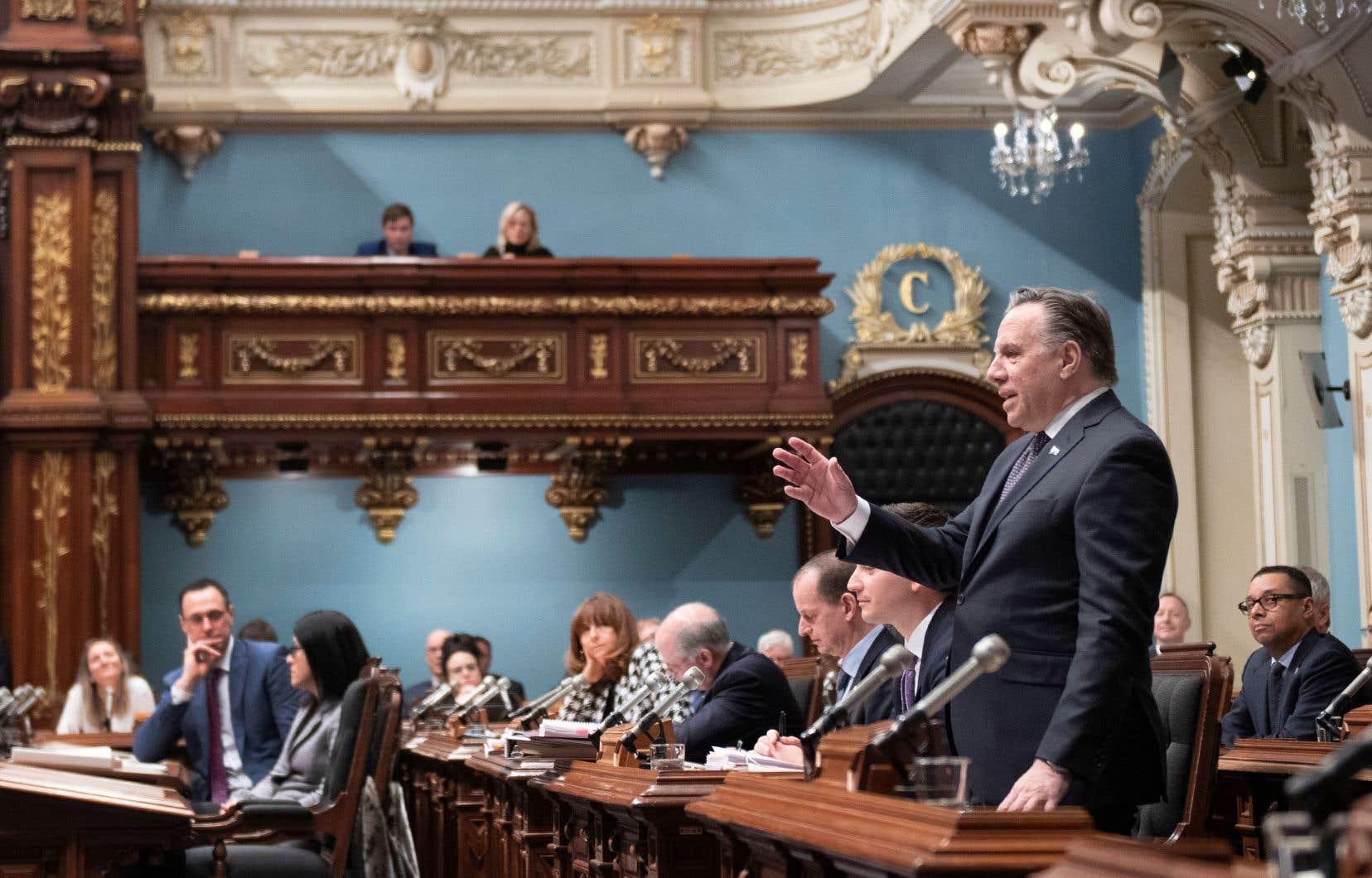 L'équipe de François Legault est persuadée que le brouhaha provoqué par l'adoption de la «loi 40» sous bâillon s'apaisera rapidement. Et le ministre Roberge, que l'on voit à gauche sur la photo, n'a plus de projets de loi sur la table à dessin, indique-t-on au Devoir.