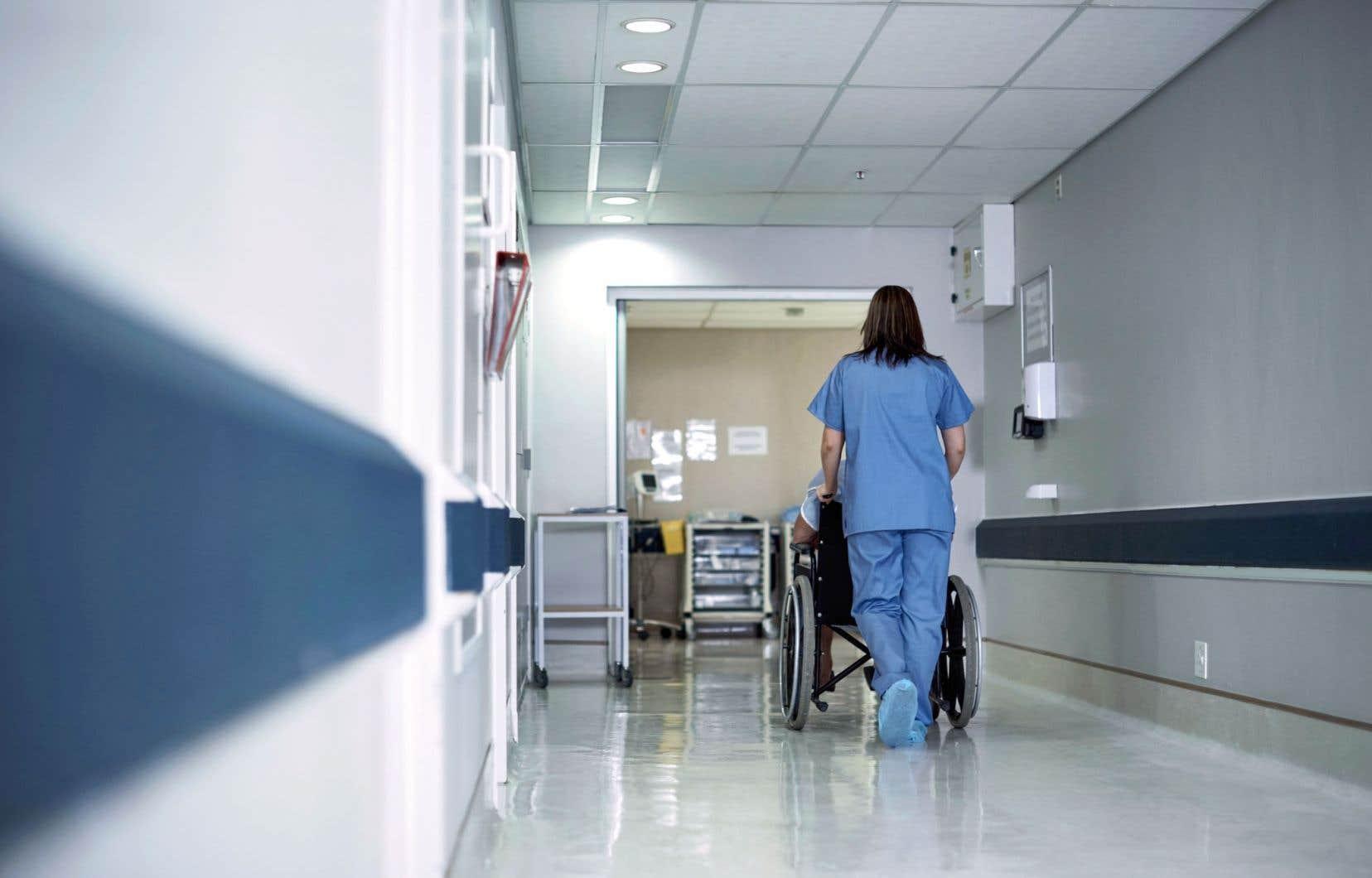 La pénurie de main-d'œuvre se fera particulièrement sentir dans le secteur de la santé au Québec.