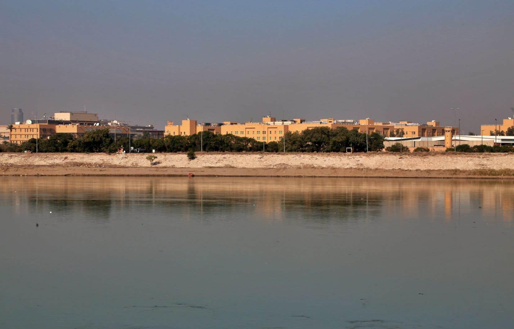 L'ambassade américaine de Bagdad vue de l'autre rive du Tigre