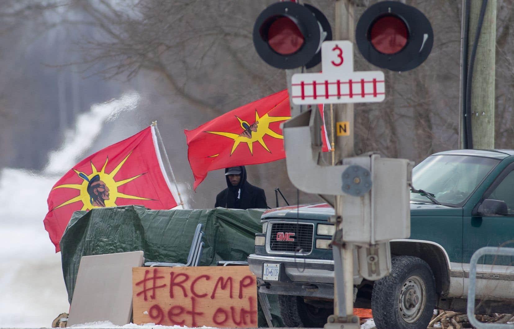 Des manifestants ont installé des barrages sur des voies ferroviaires pour protester contre un projet de gazoduc qui traverserait le territoire ancestral des Wet'suwet'en.